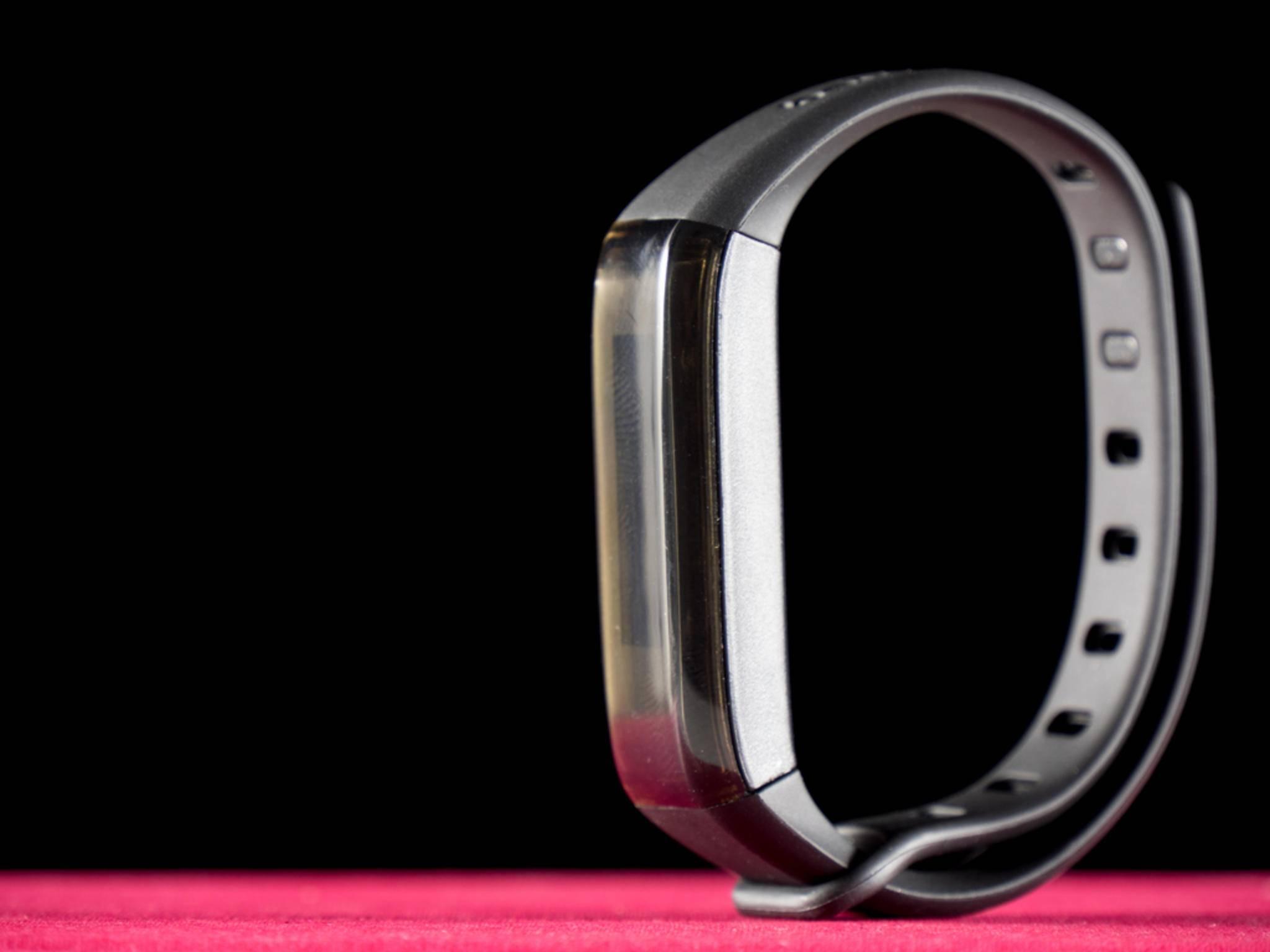 Die Form verrät den AS 80 sofort als Fitness-Tracker.