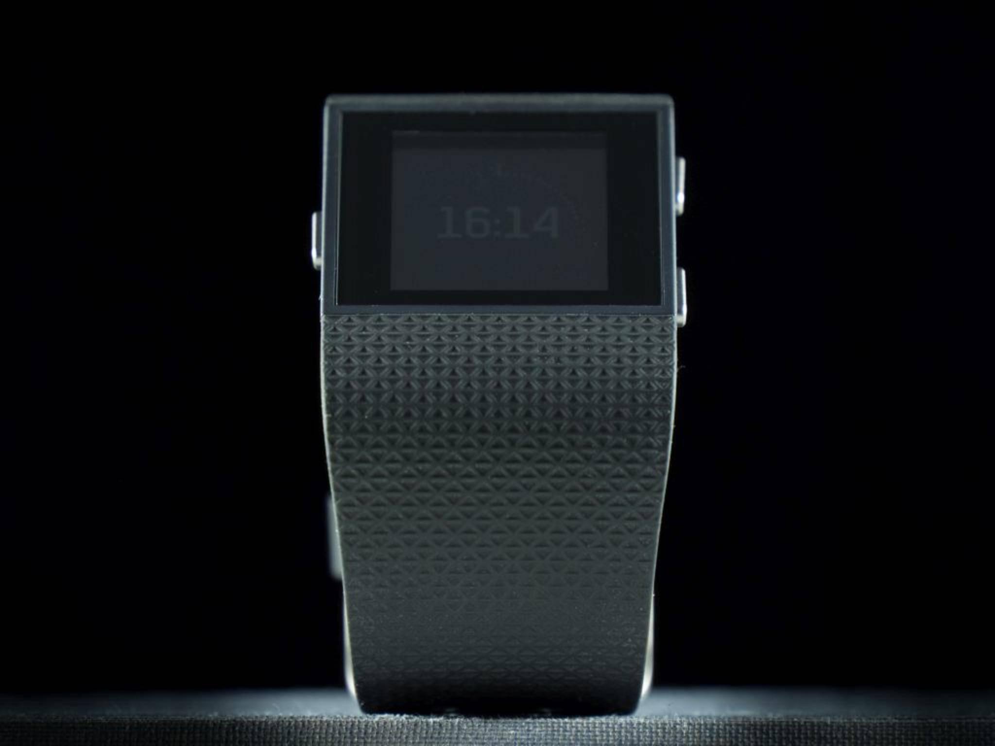 Nicht schick, aber voll mit Technik: die Fitbit Surge.
