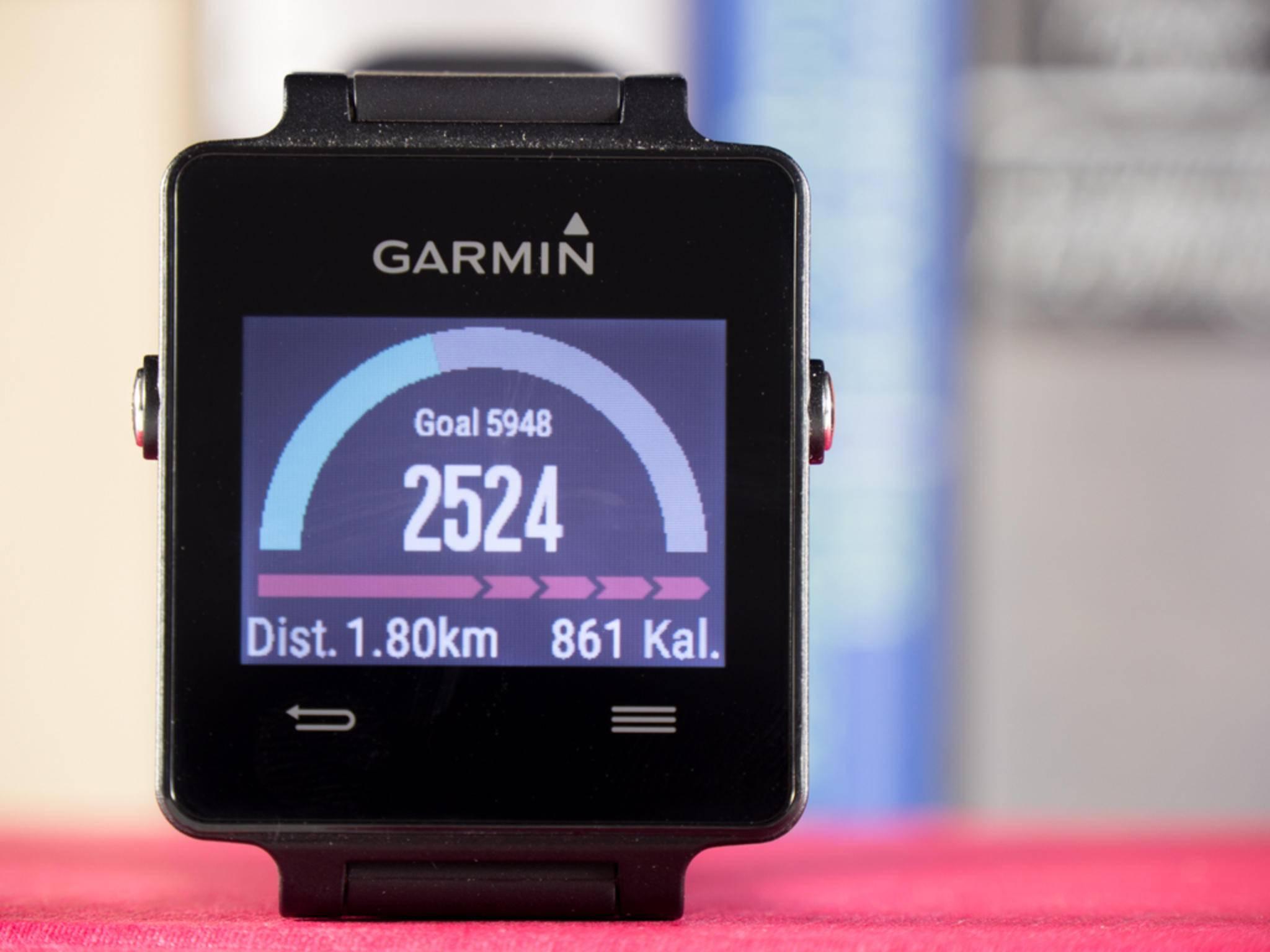 Die Garmin Vivoactive hat GPS an Bord und erfasst verschiedene Sportarten.