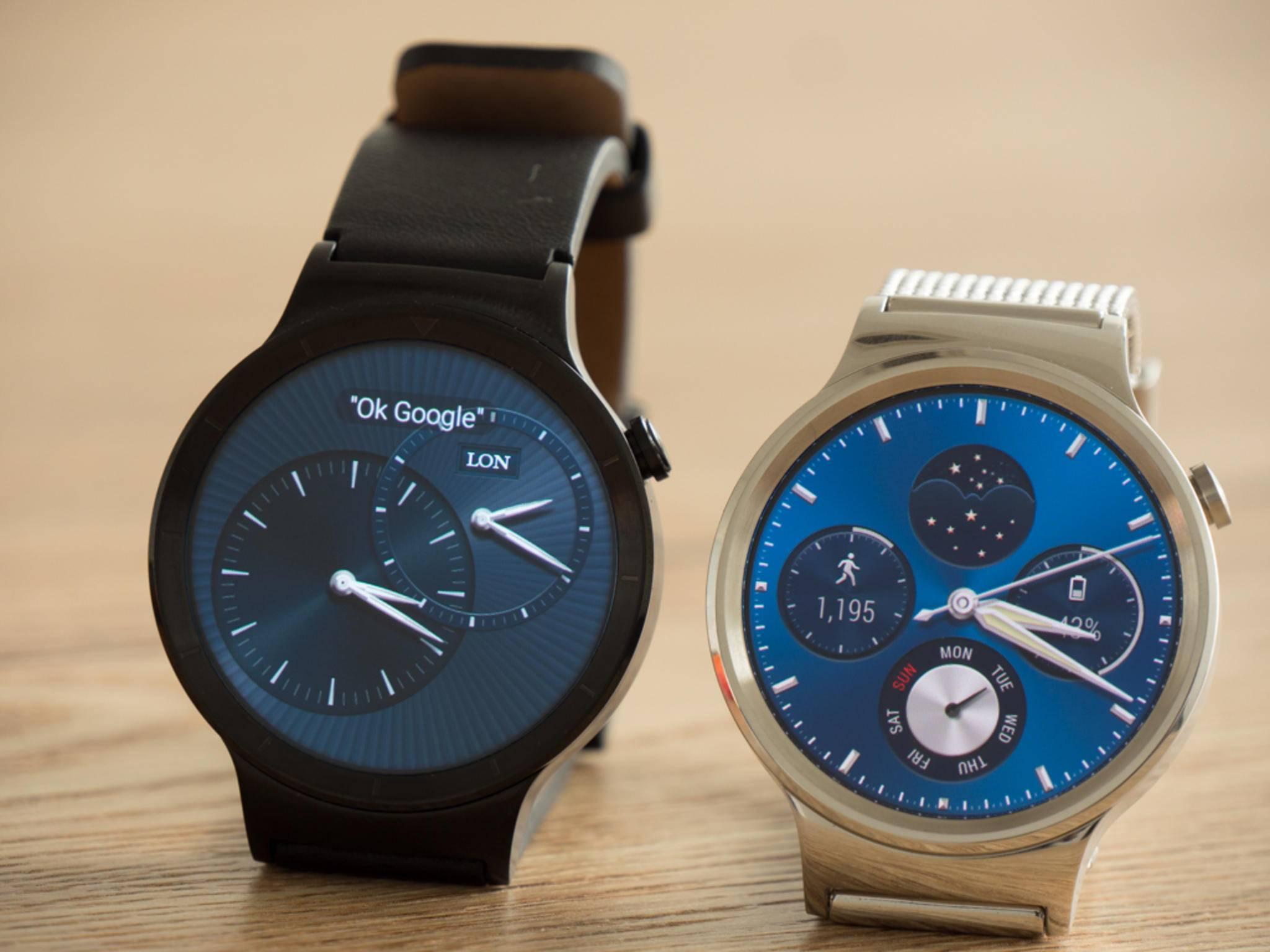 Die Huawei Watch gibt es unter anderem mit Lederarmband und mit Netzarmband aus Metall.