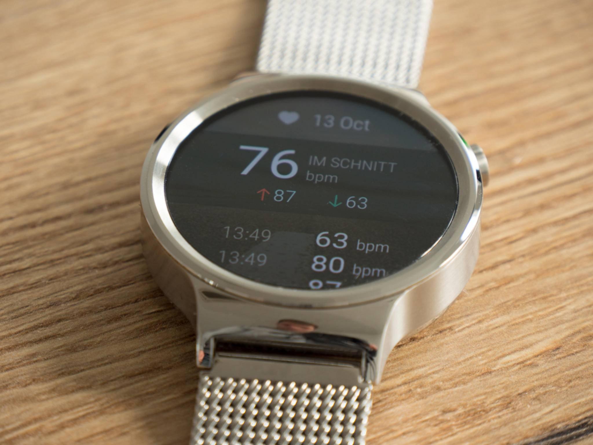 So kann die Huawei Watch nicht nur Schritte zählen, sondern auch die Herzfrequenz messen.