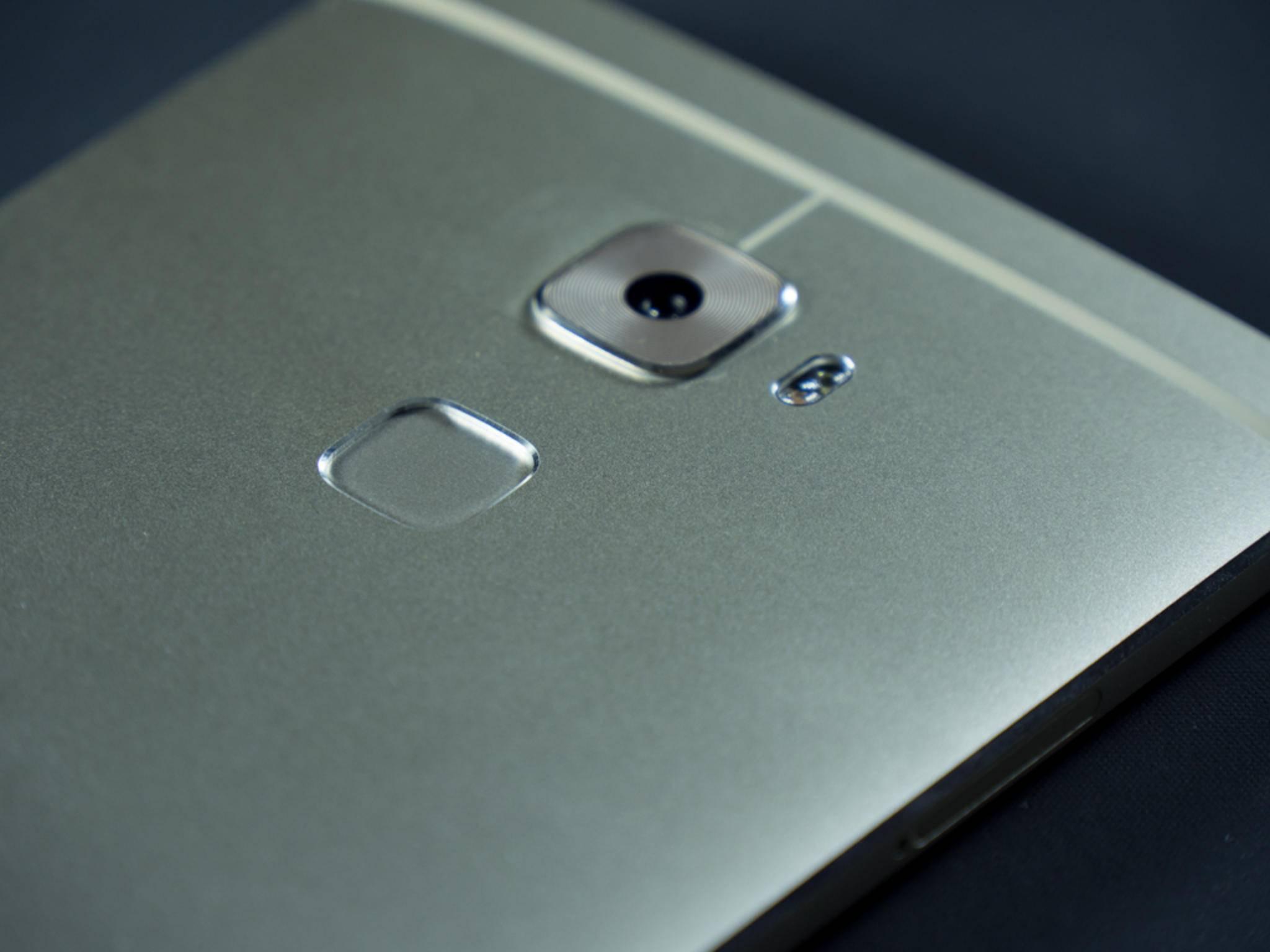 Der Fingerabdrucksensor dient auch als Touchpad.