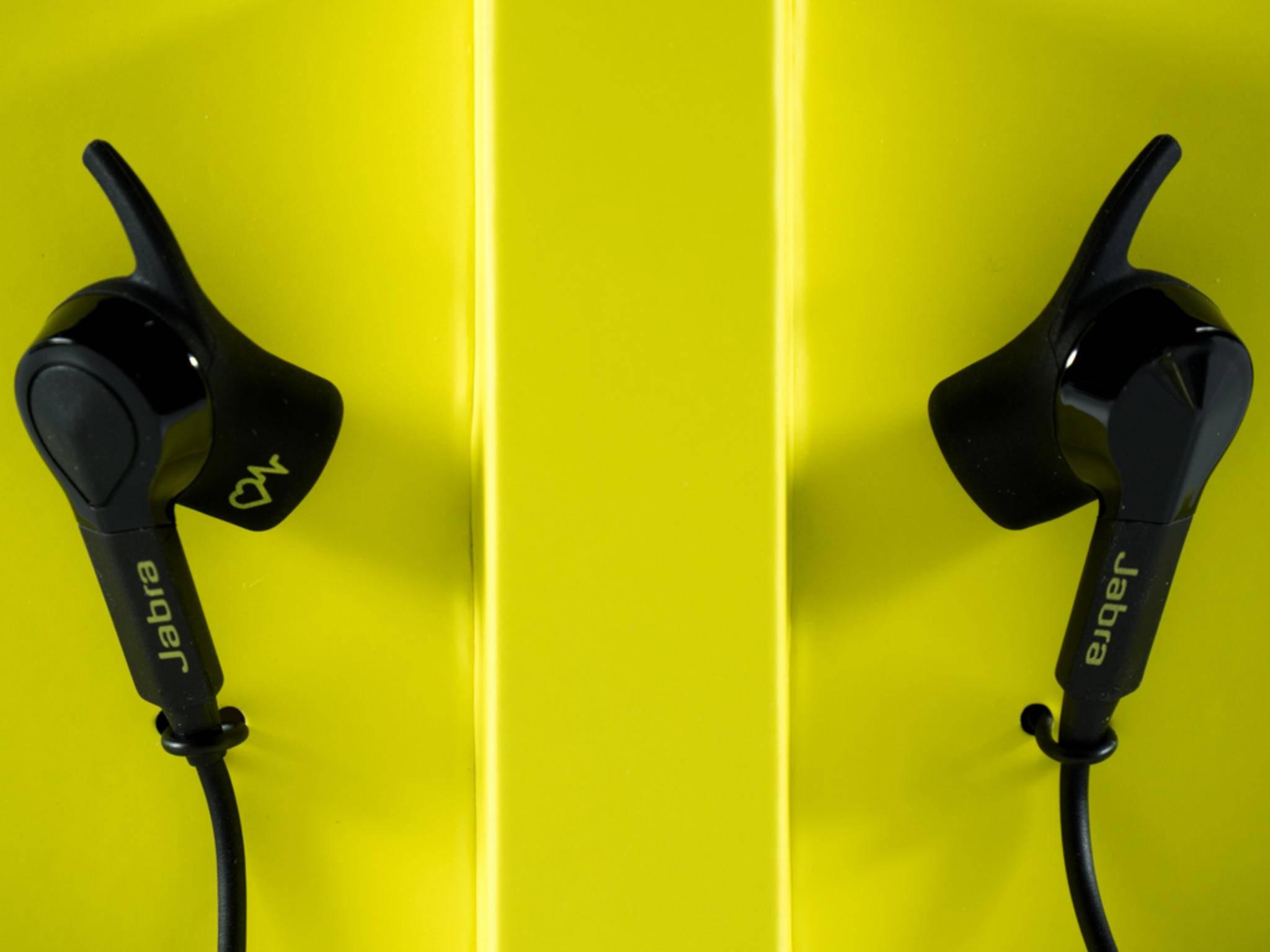 Der Jabra Sport Pulse Wireless ist Kopfhörer und Pulsmesser zugleich.