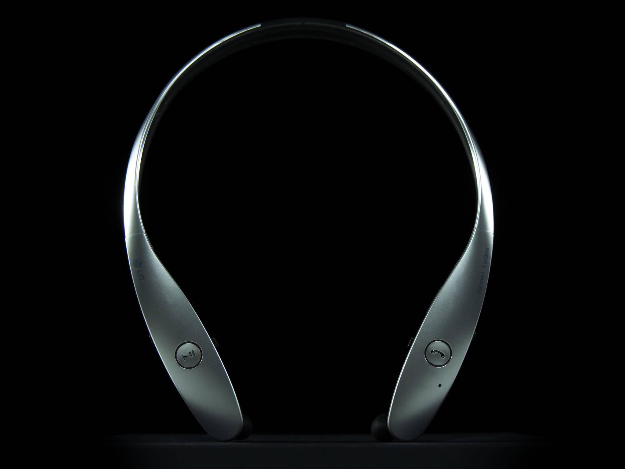 Der LG Tone Infinim besticht mit seinem spacigen Design.