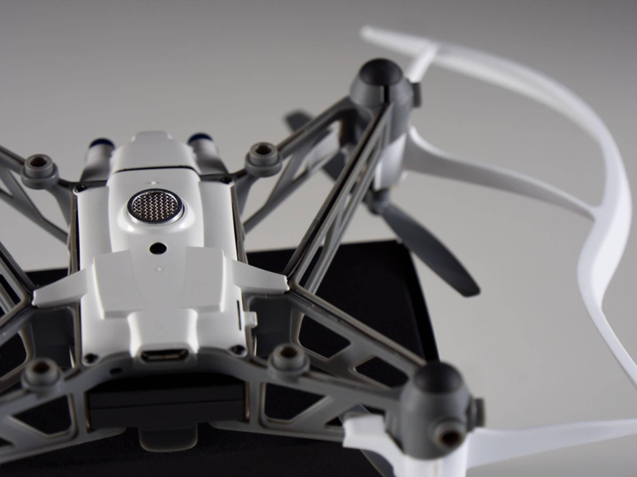 Auch bei diversen Crashs blieb die Parrot-Drohne unversehrt.