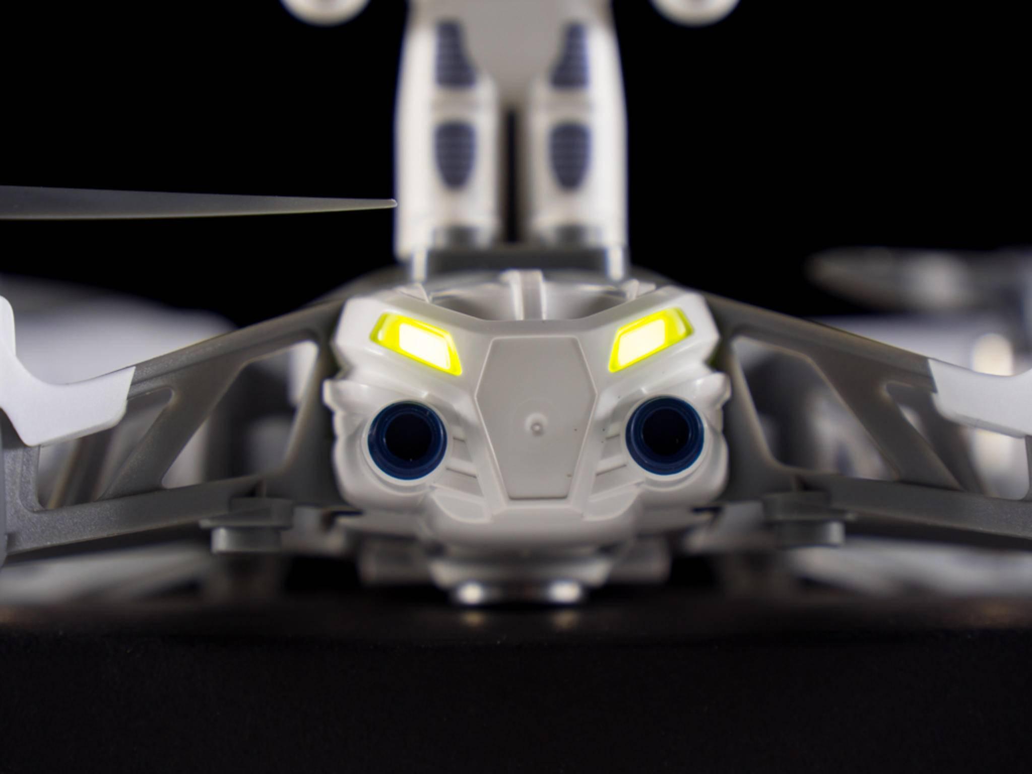 Der 550 mAh starke Akku sorgt für eine maximale Flugdauer von etwa 10 Minuten.