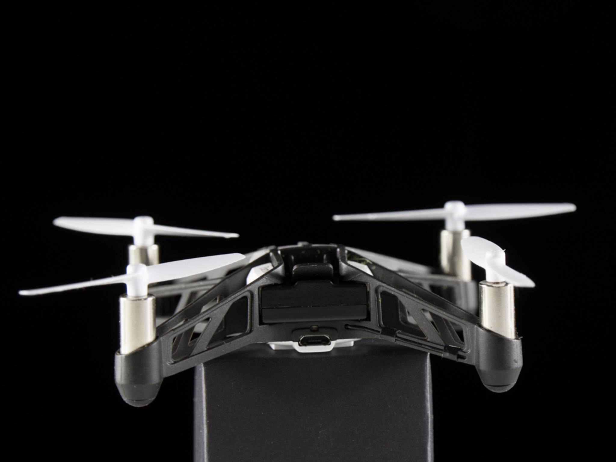Der kleine Quadcopter wiegt nur 58 Gramm.