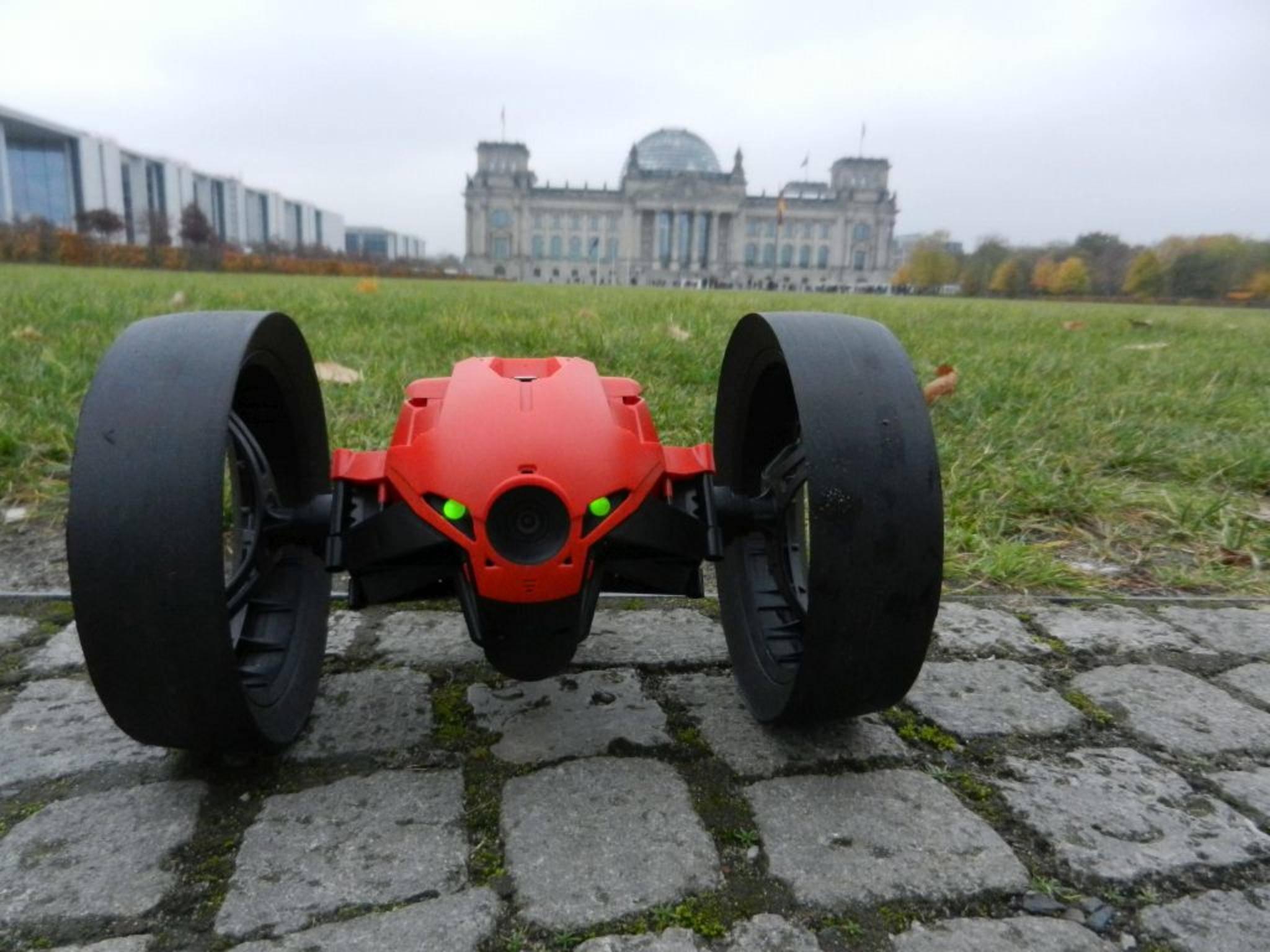 Ein bisschen nass sind die Reifen der Drohne geworden.