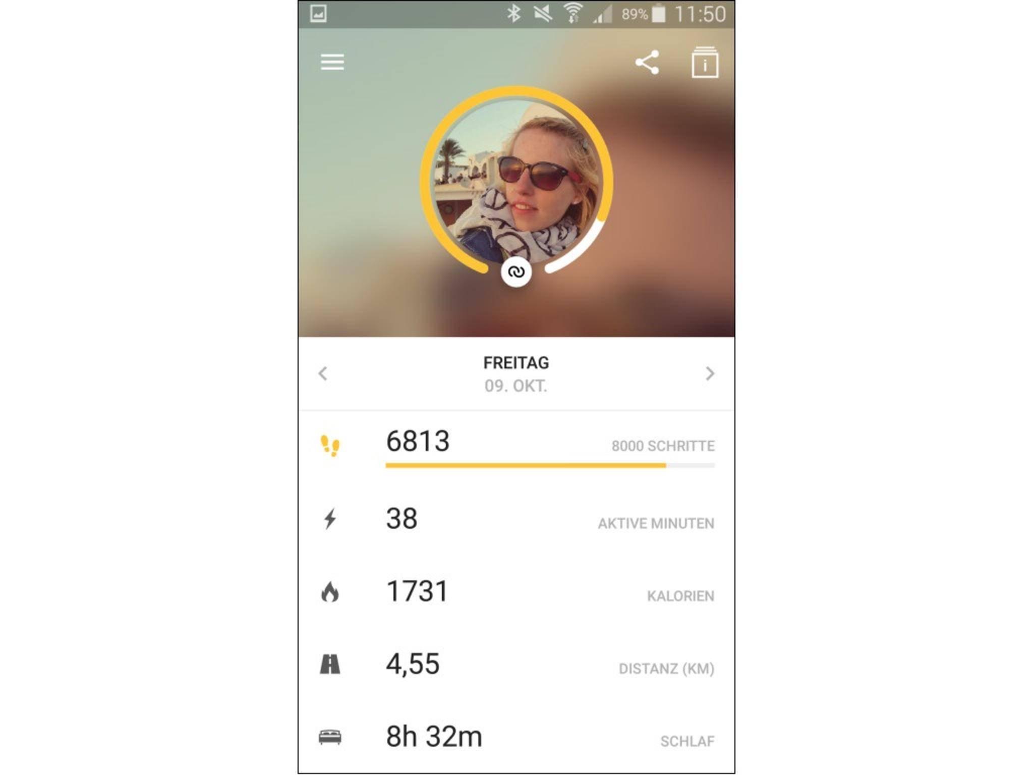 Nach dem Start der Runtastic Me-App synchronisieren sich Handy und Uhr.