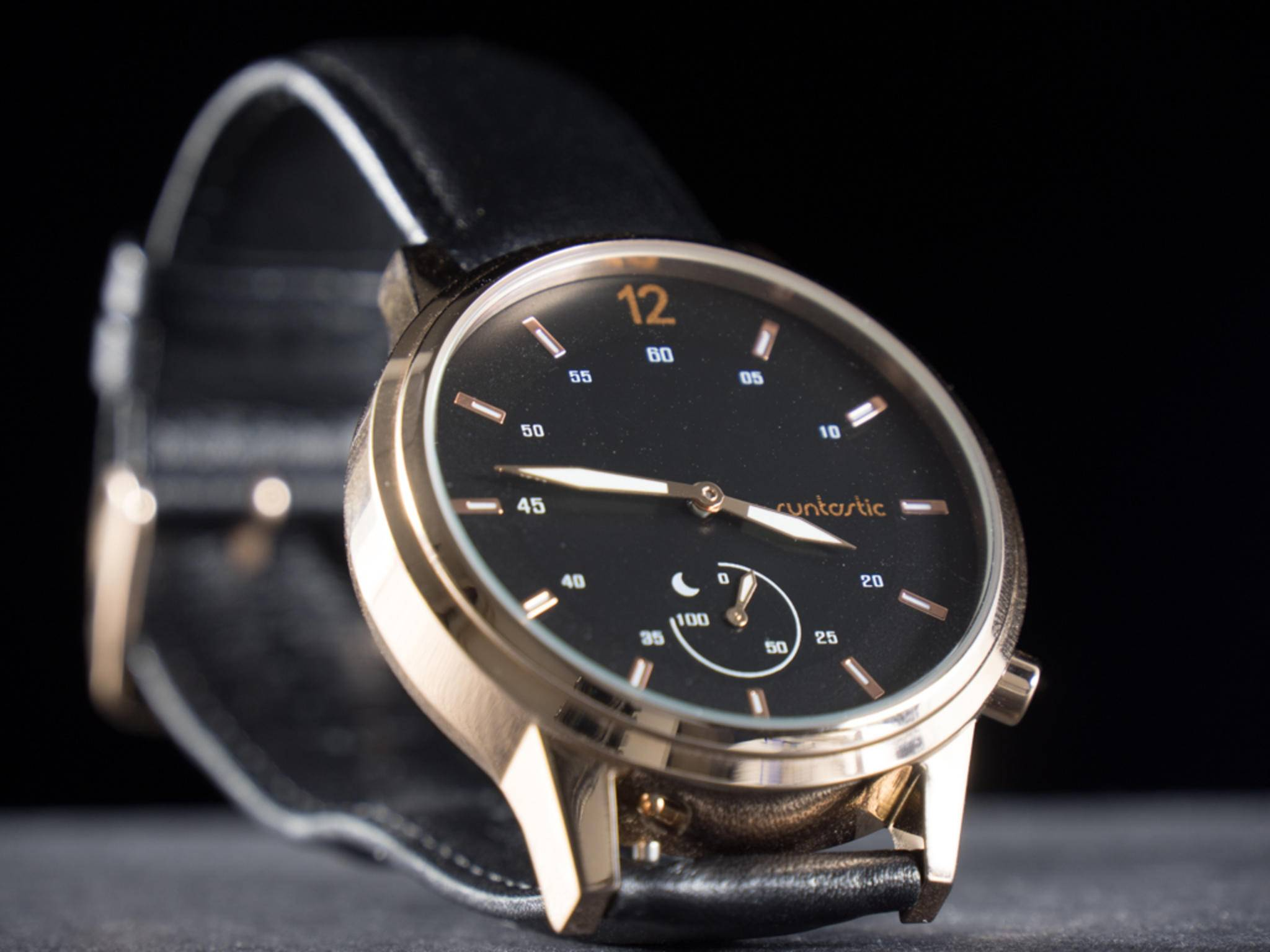 Das Design der Armbanduhr ist unaufgeregt und elegant.