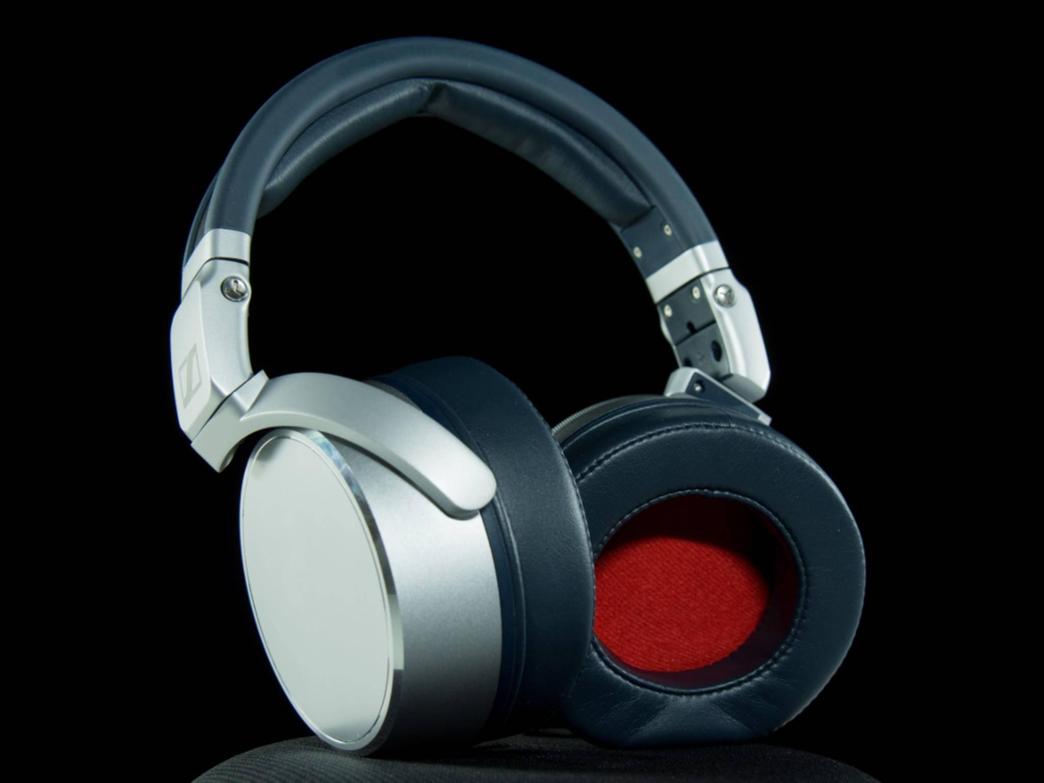 Die Ohrpolster aus Kunstleder können ausgewechselt werden.