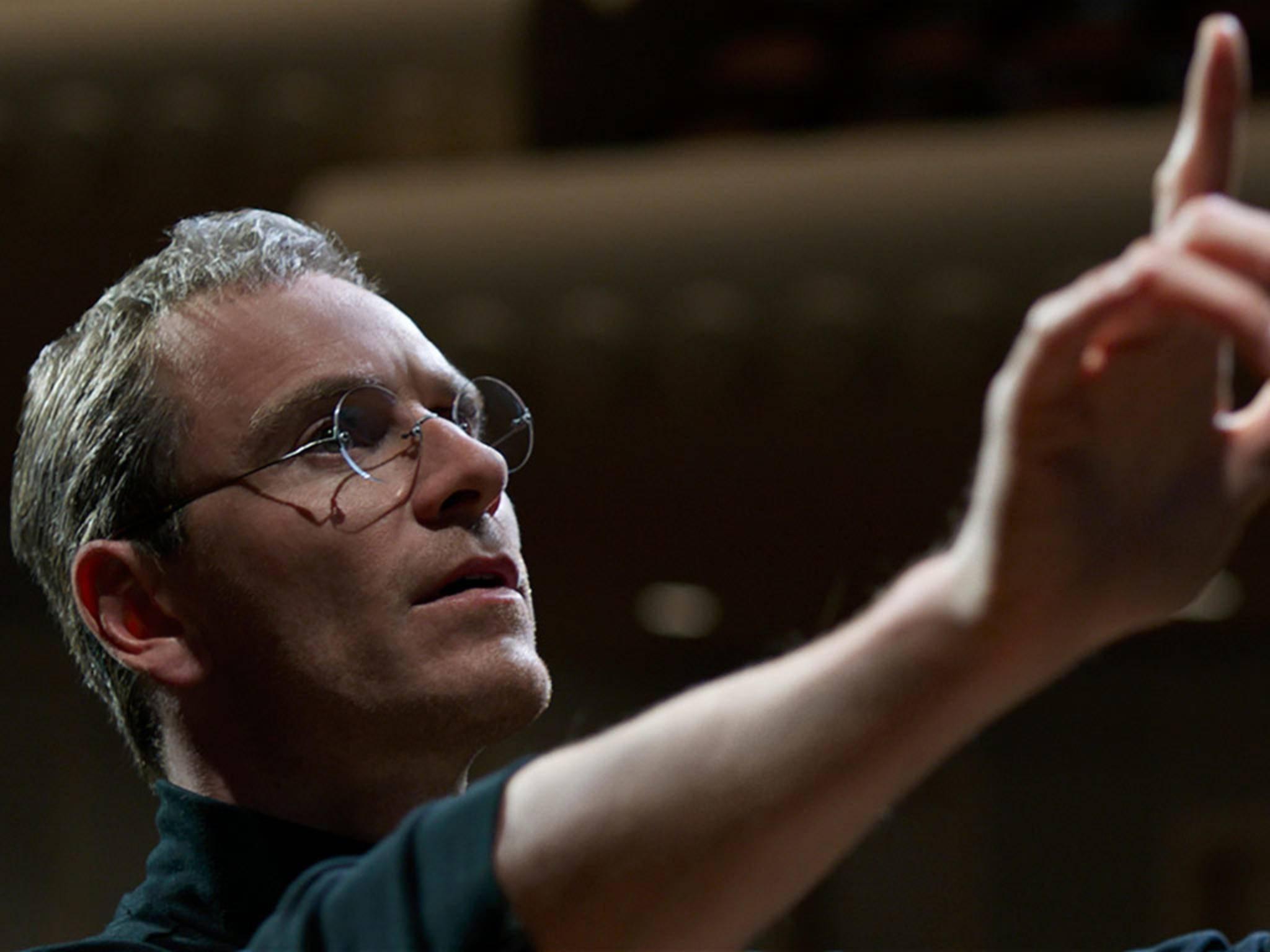 """iPhone-Erfinder Steve Jobs hat schon mehrere Filmportraits erhalten. Das 2015er-Bipic """"Steve Jobs"""" mit Michael Fassbender in der Titelrolle gehört zu den gelungensten."""