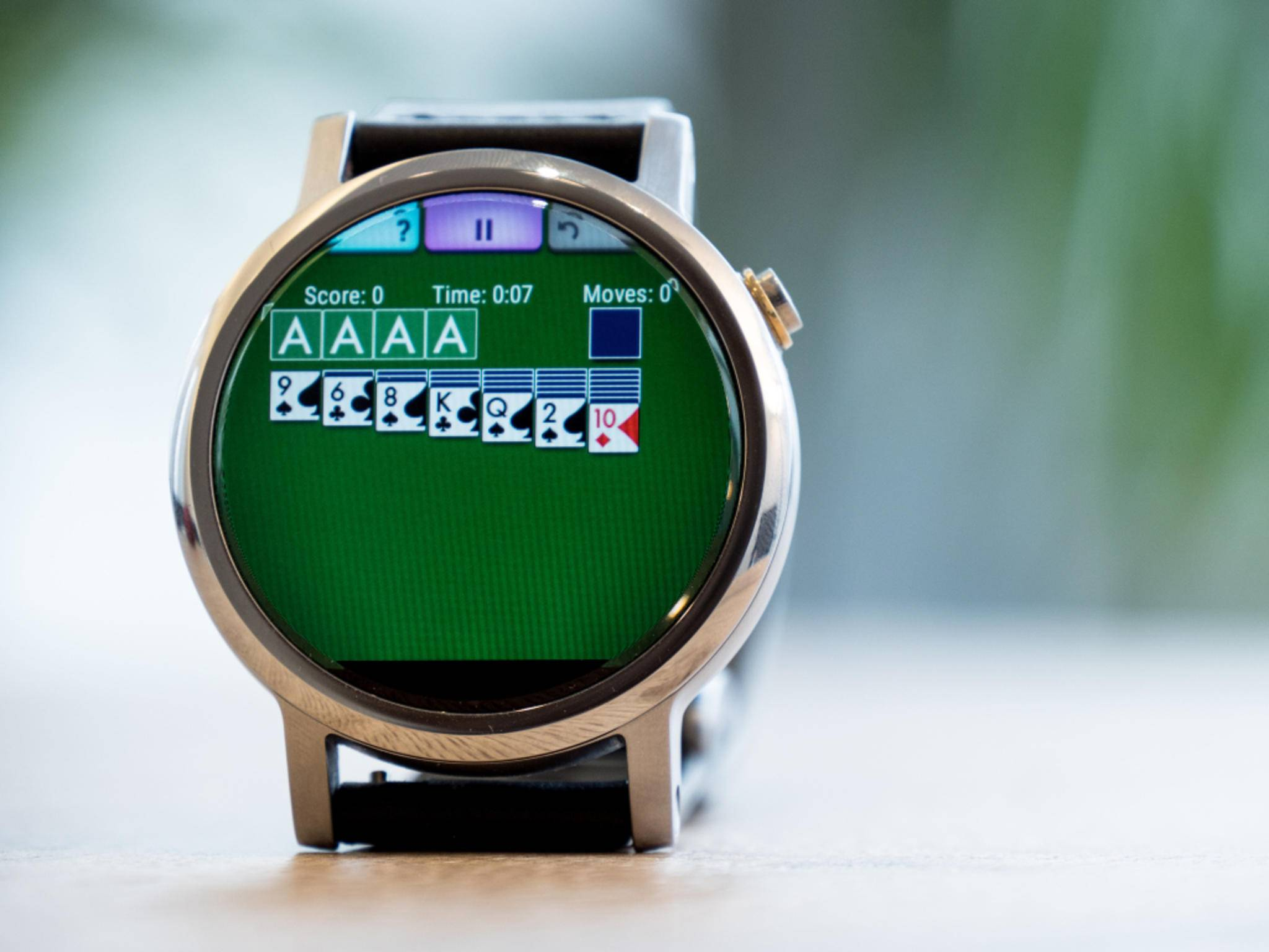 """Moto 360 (2015) mit Spiel """"Solitaire Wear"""""""