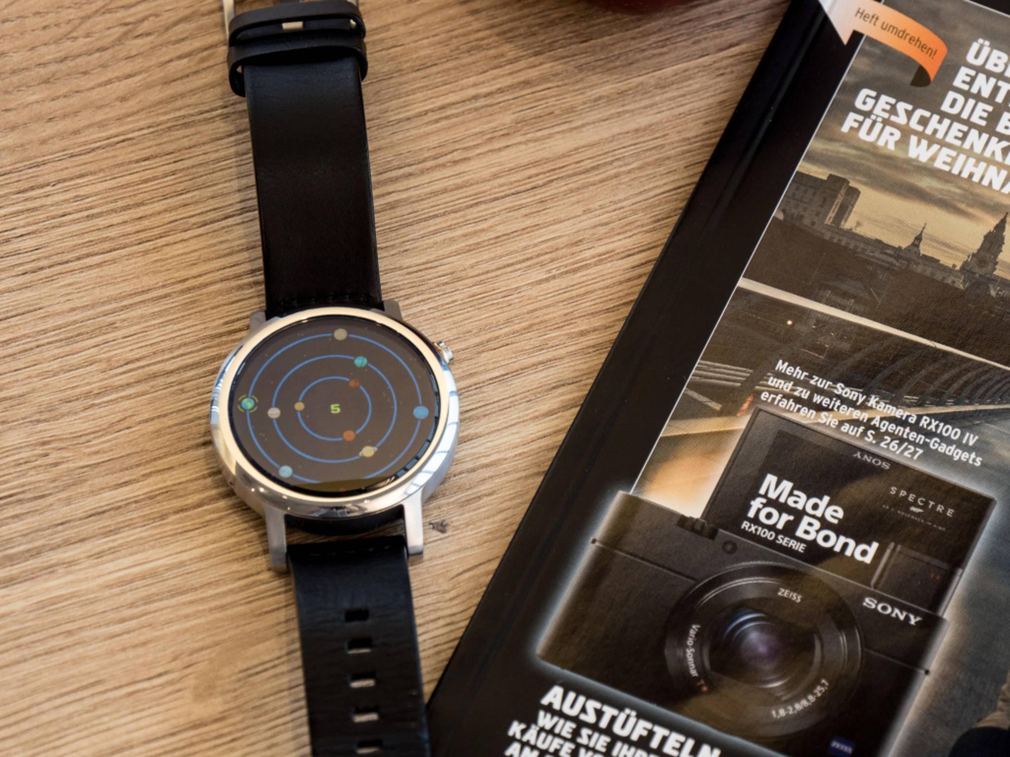 """Moto 360 (2015) mit Spiel """"Wear Orbis"""""""