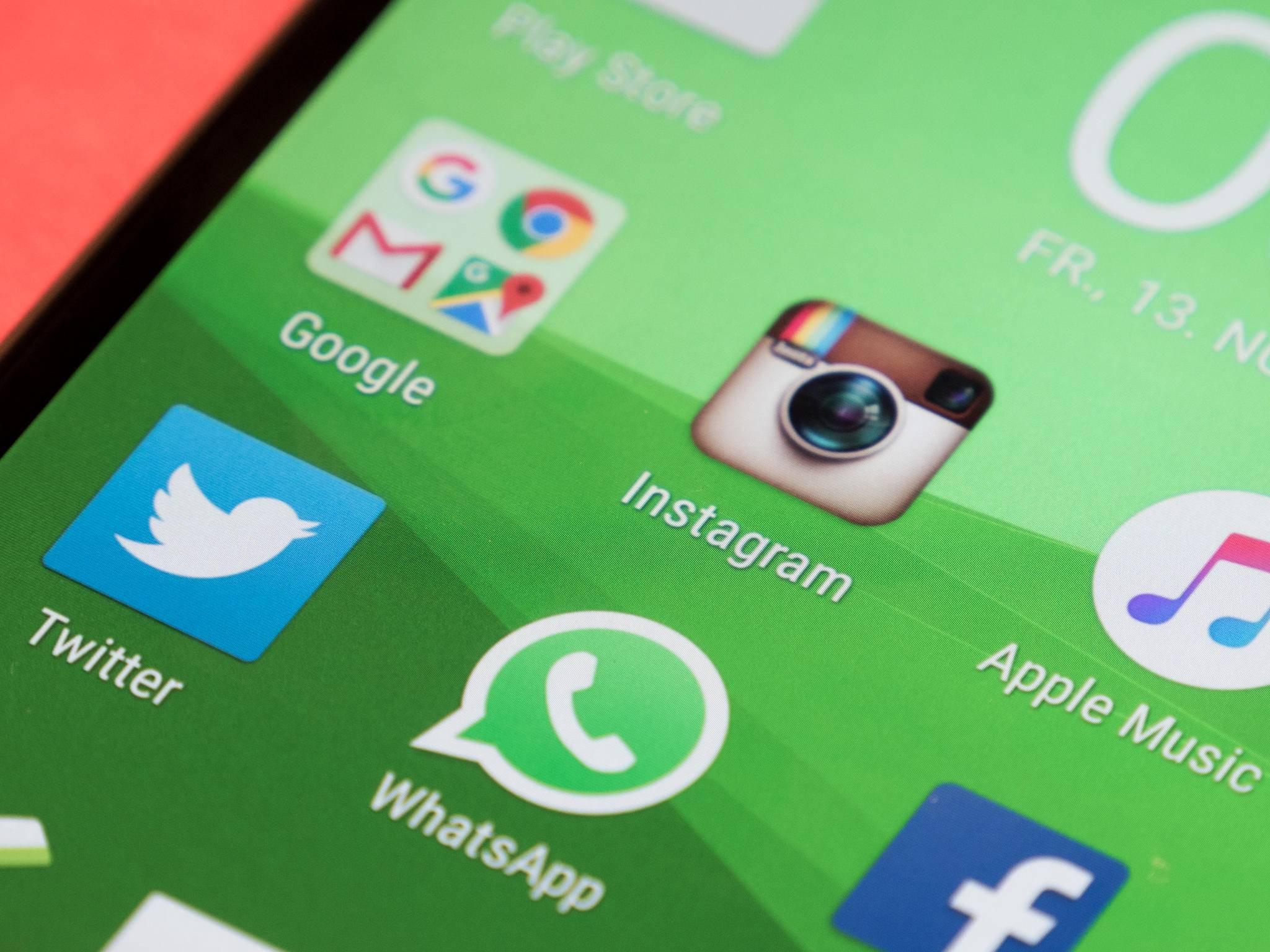 Instagram, Apple Music, Twitter, WhatsApp
