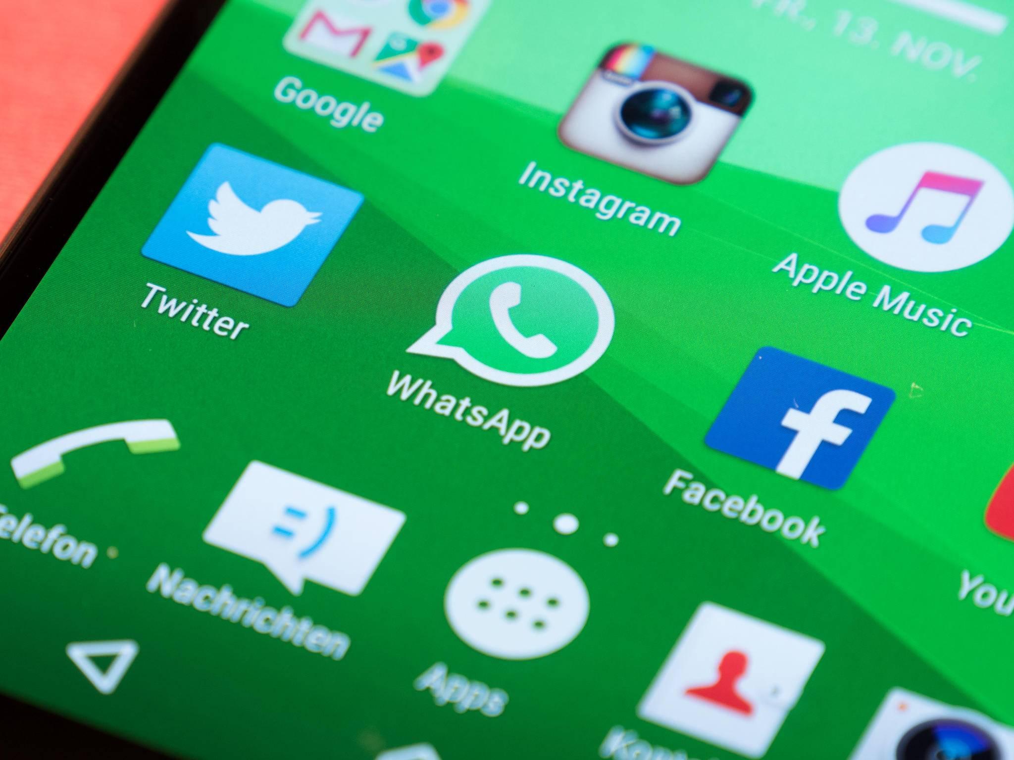 Twitter, WhatsApp, Facebook