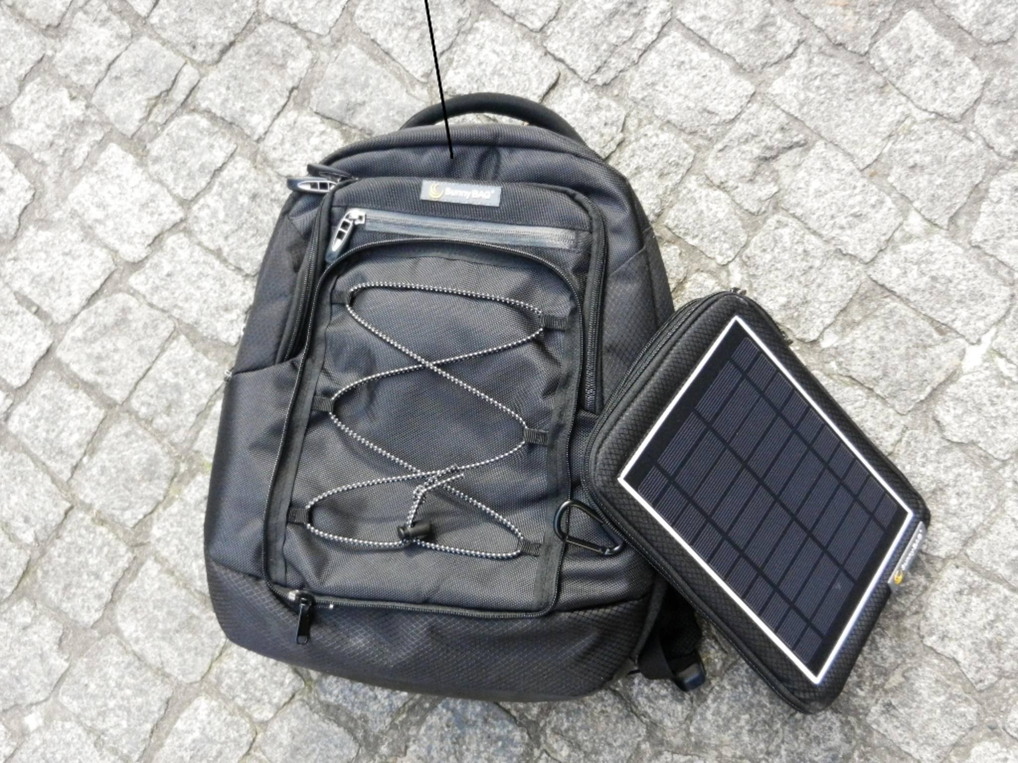 Der Explorer 2 ist ein Rucksack mit einen Solarkollektor.