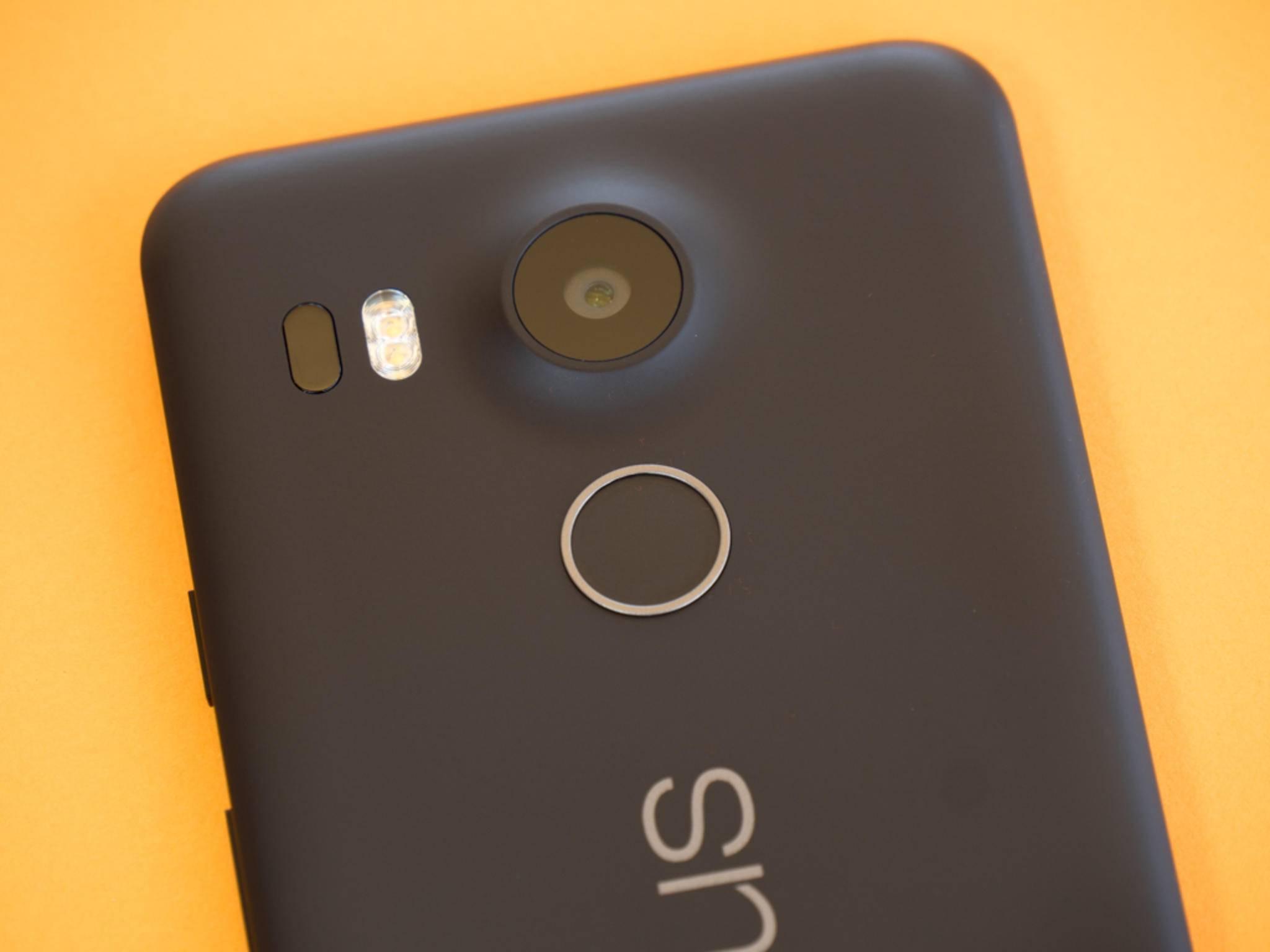 Der Fingerabdrucksensor entsperrt das Smartphone sehr schnell.
