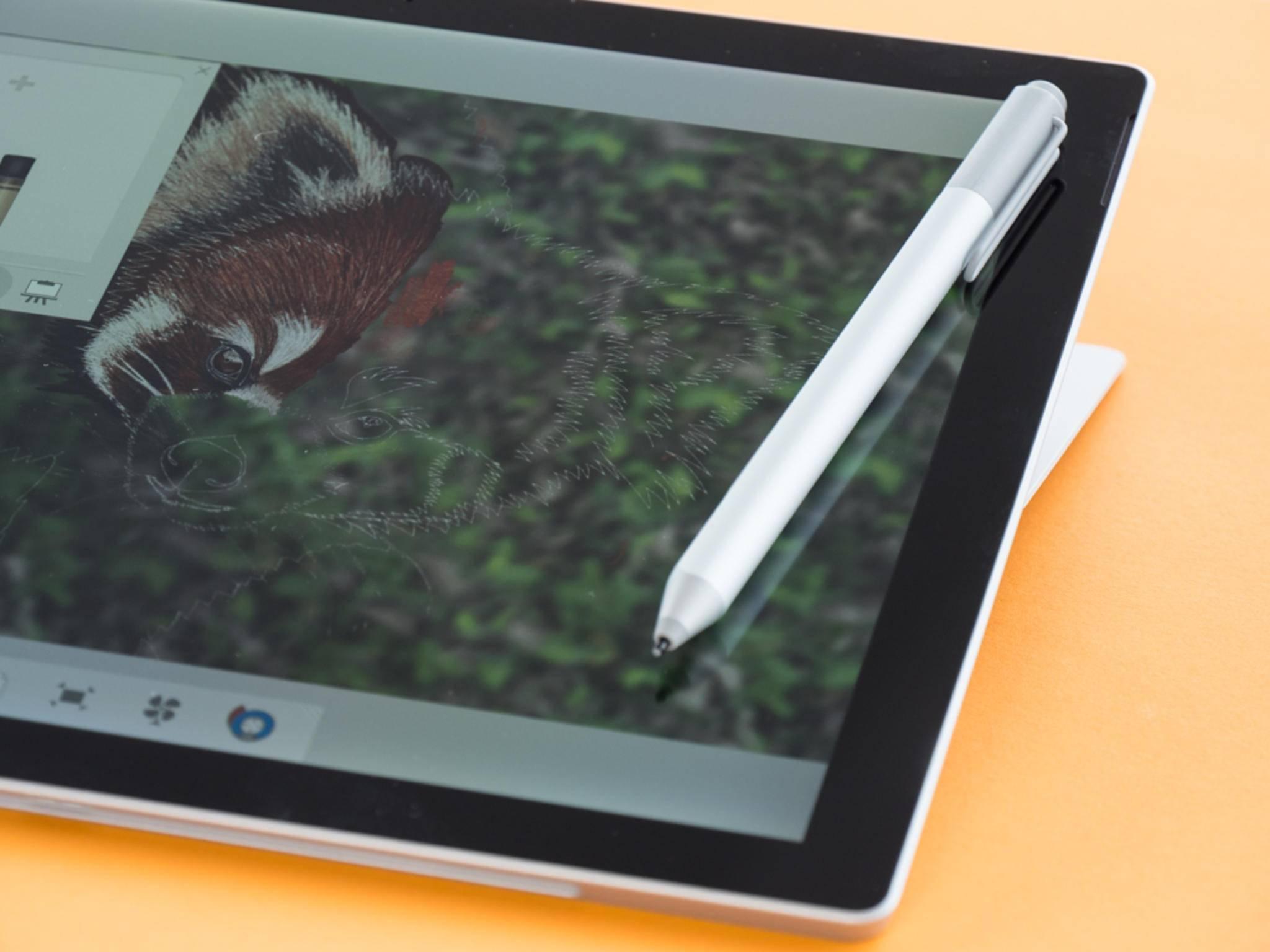 Mit dem Surface Pen sind handschriftliche Notizen und Zeichnungen möglich.