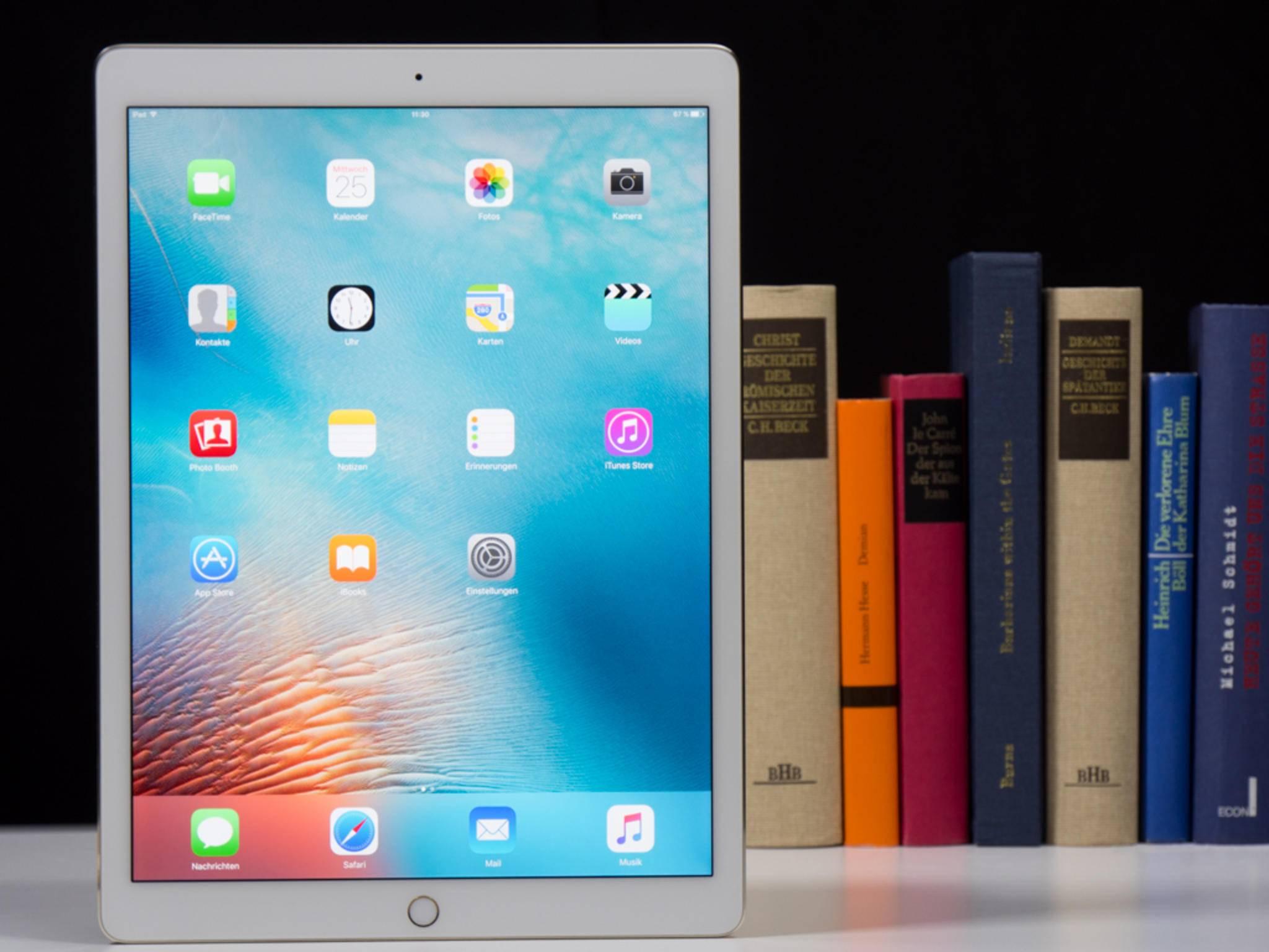 Mit 713 Gramm ist das Gerät leichter als ein Laptop, aber alles andere als ein Leichtgewicht.