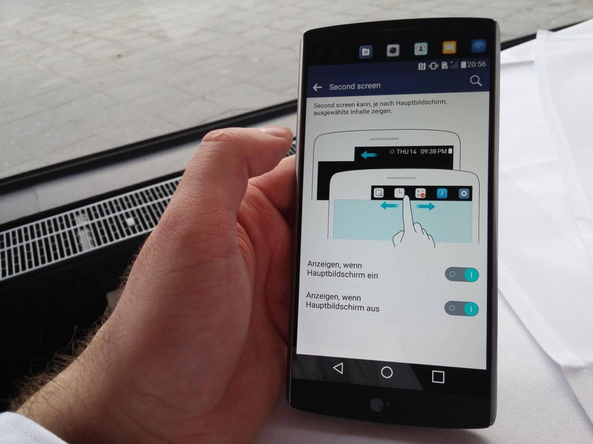 Das LG V10 besitzt ein zweites Display im oberen Bereich.