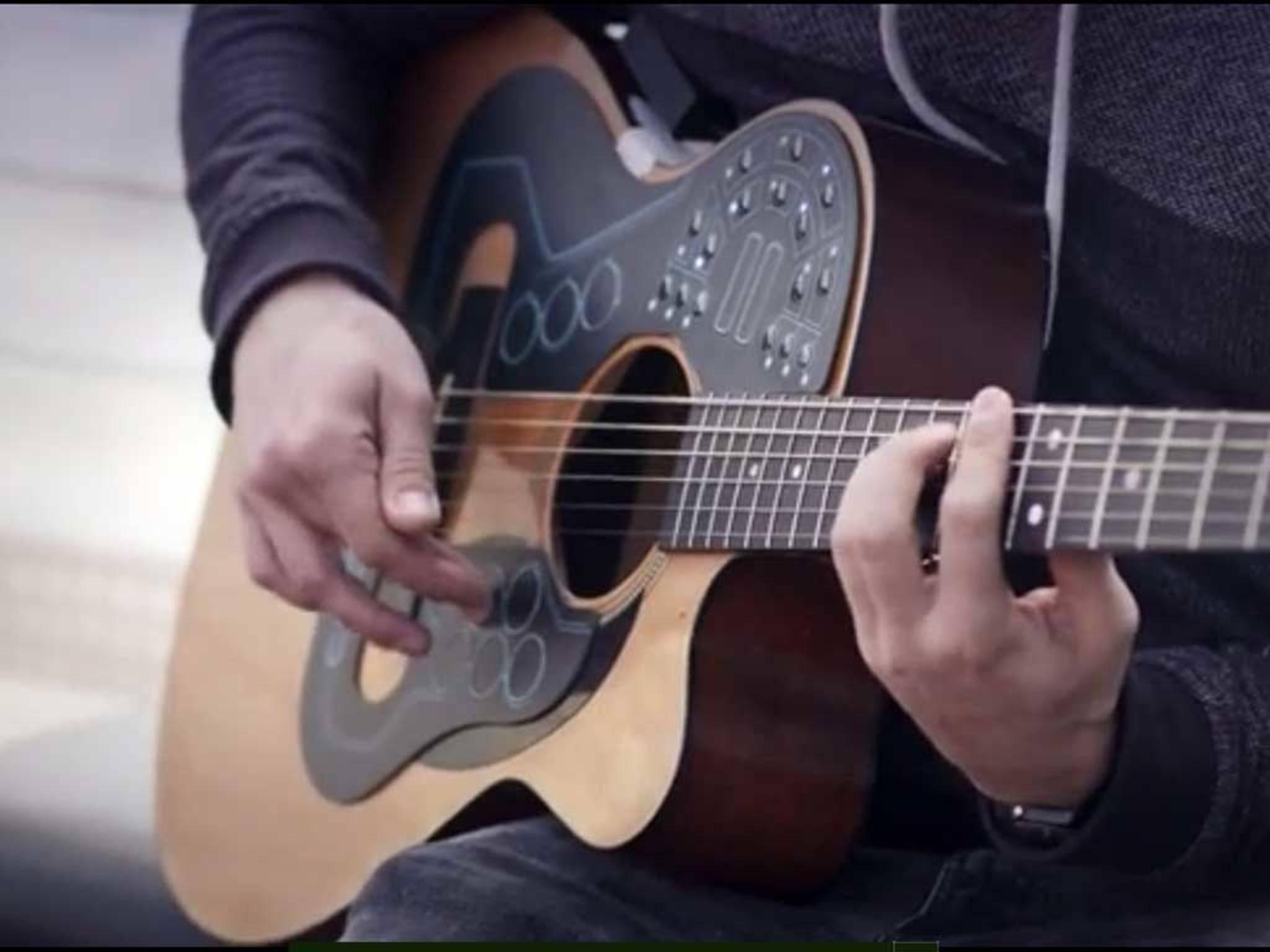 Mit dem ACPAD kann man eine Gitarre in ein komplettes Orchester verwandeln.