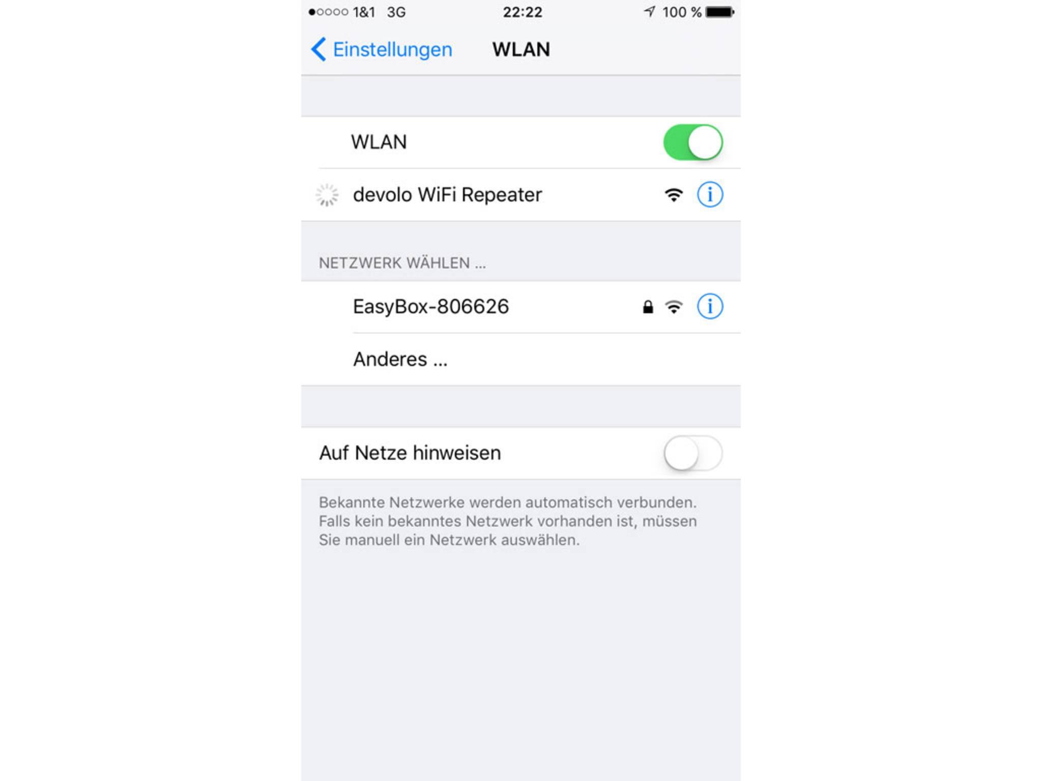 Zunächst muss man sich mit dem Repeater im WLAN-Menü eines Endgeräts verbinden.
