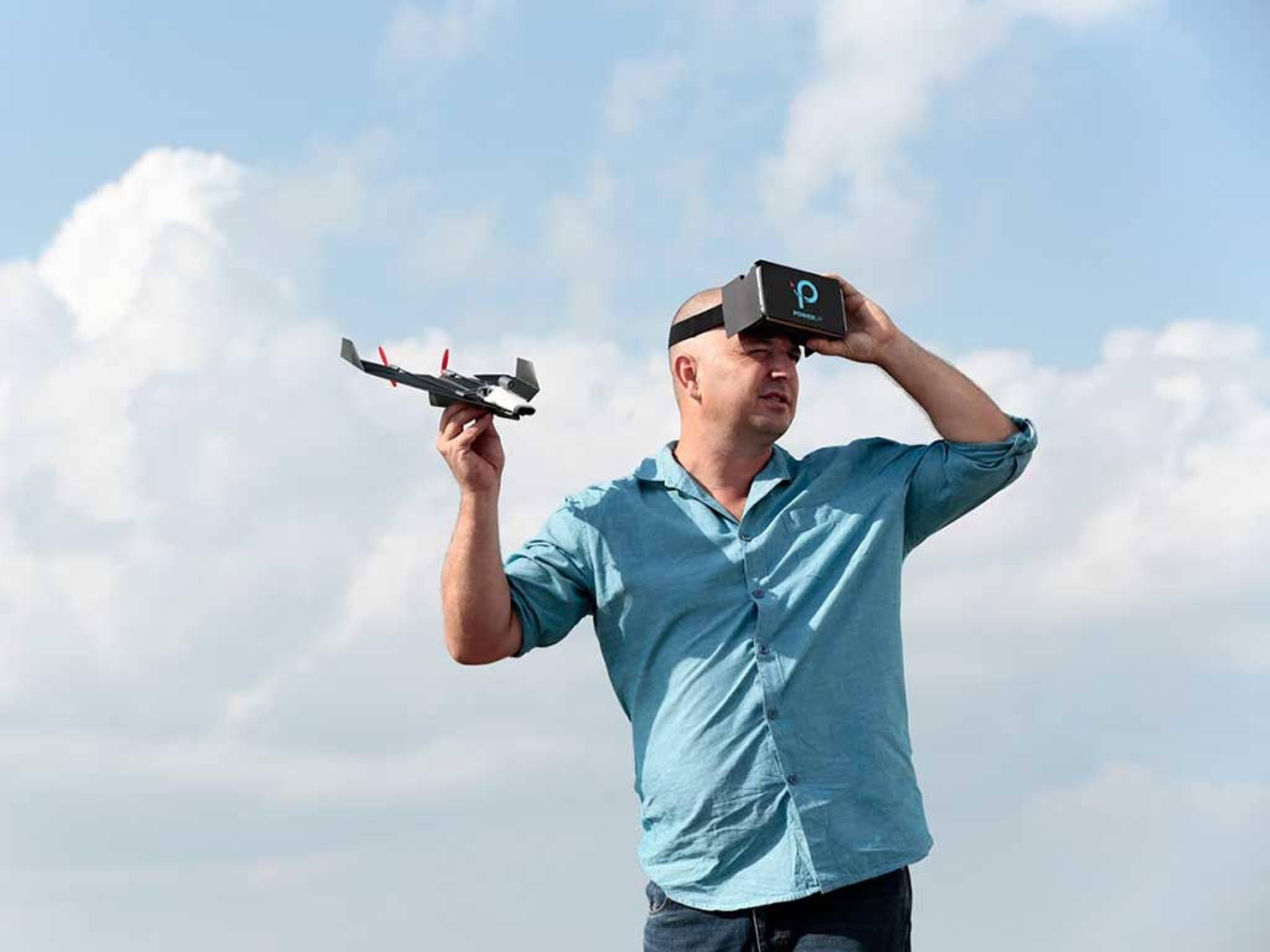 Die PowerUp-Drohne lässt sich per VR-Brille steuern.