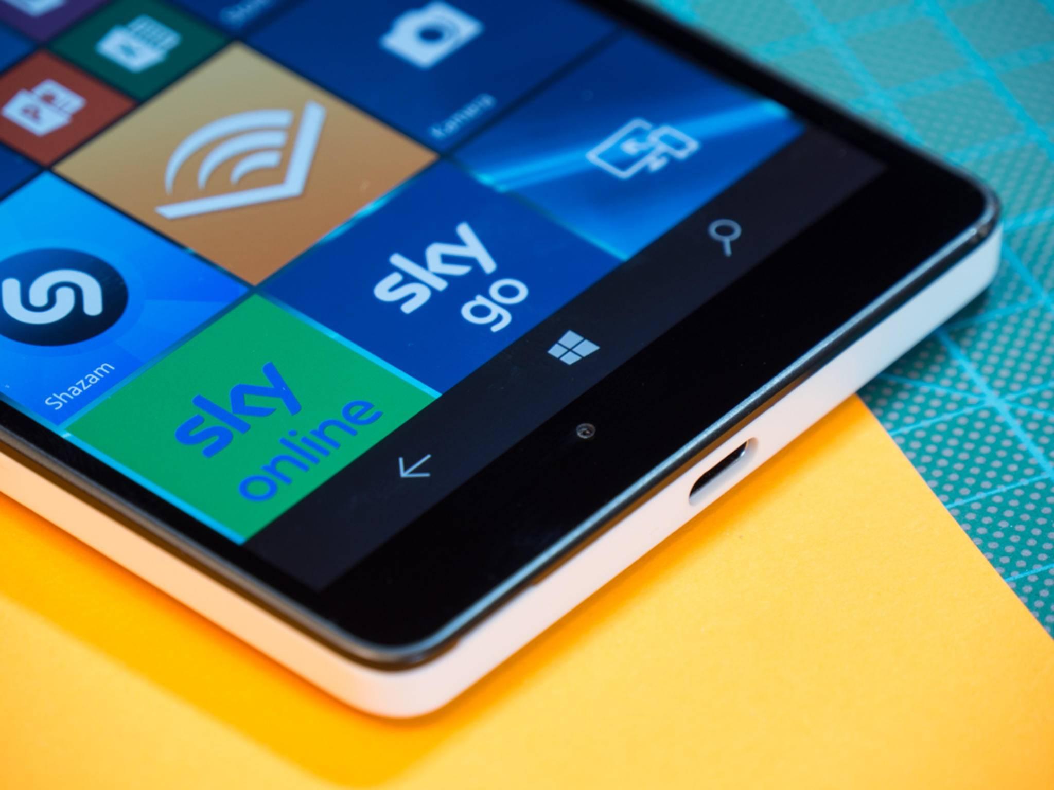 Das Lumia 950 XL dürfte in den kommenden Wochen das Creators Update von Windows 10 Mobile erhalten.