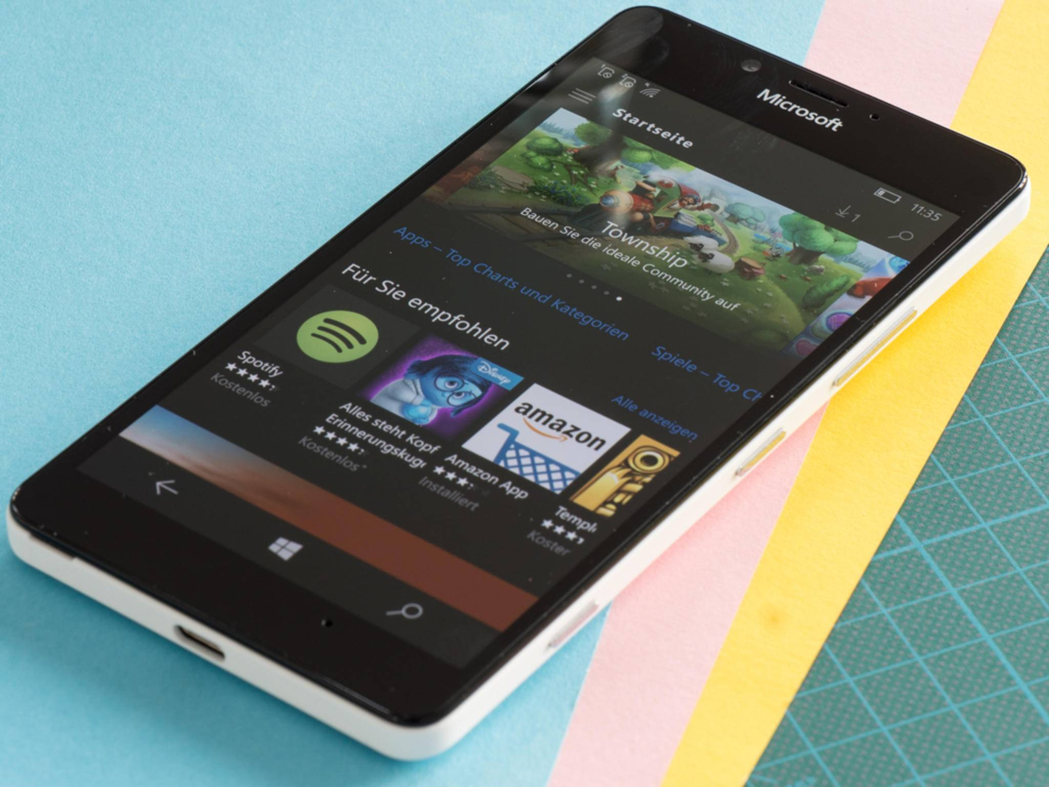 Das Lumia 950 ist das erste Smartphone mit Windows 10 Mobile.