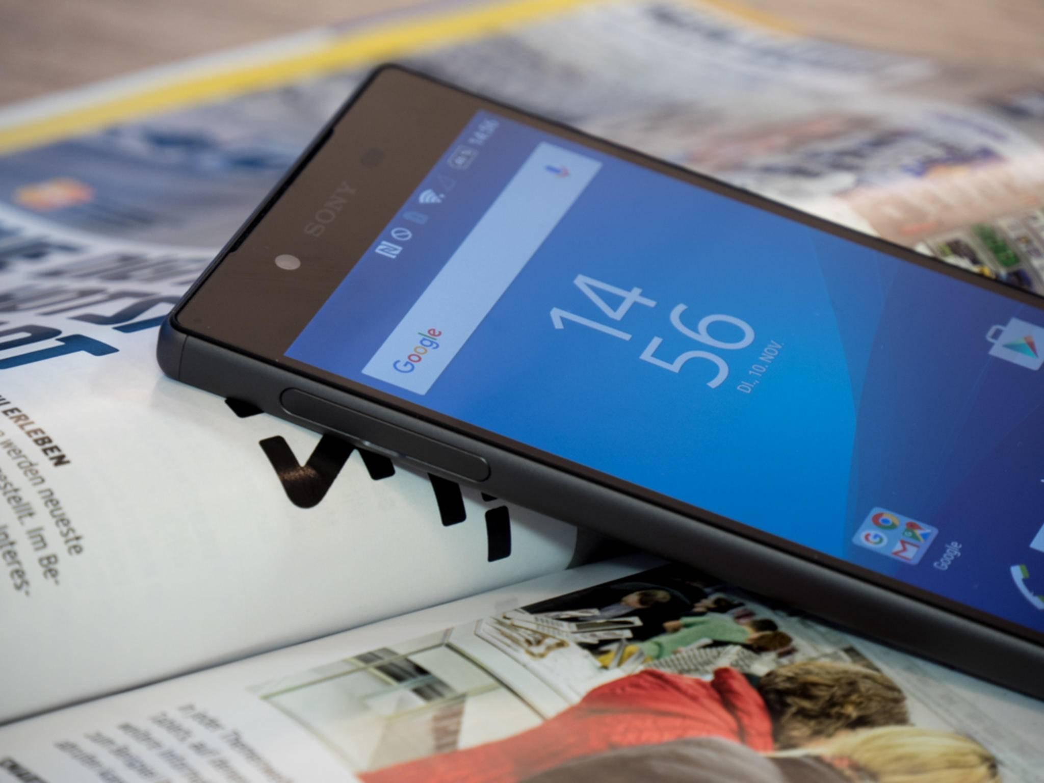 Das Sony Xperia Z5 zählt zu den wenigen aktuellen Flaggschiffmodellen mit microSD-Slot.