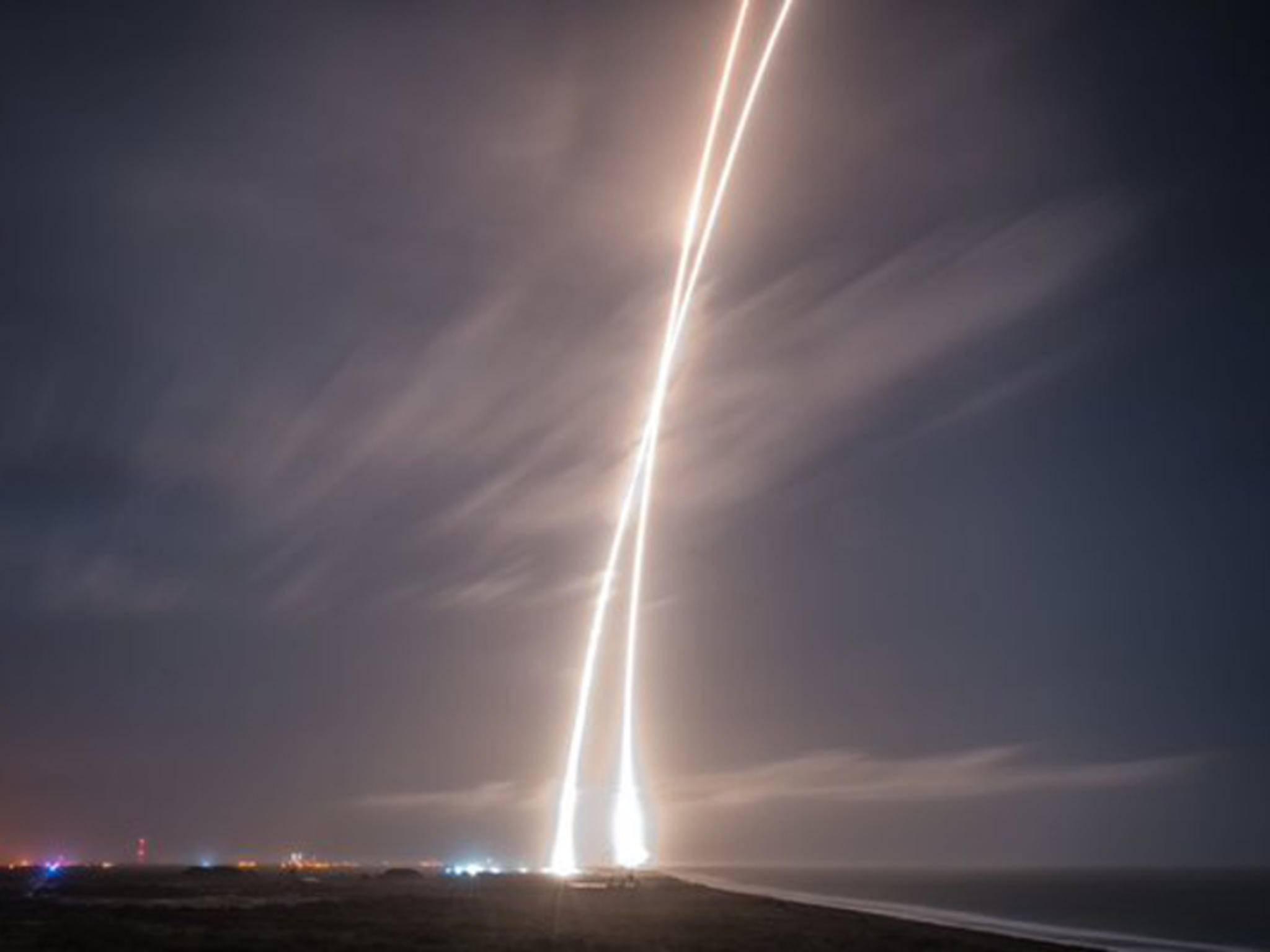 Eine Falcon 9-Rakete ist nach der Rückkehr aus dem All wieder sicher gelandet.