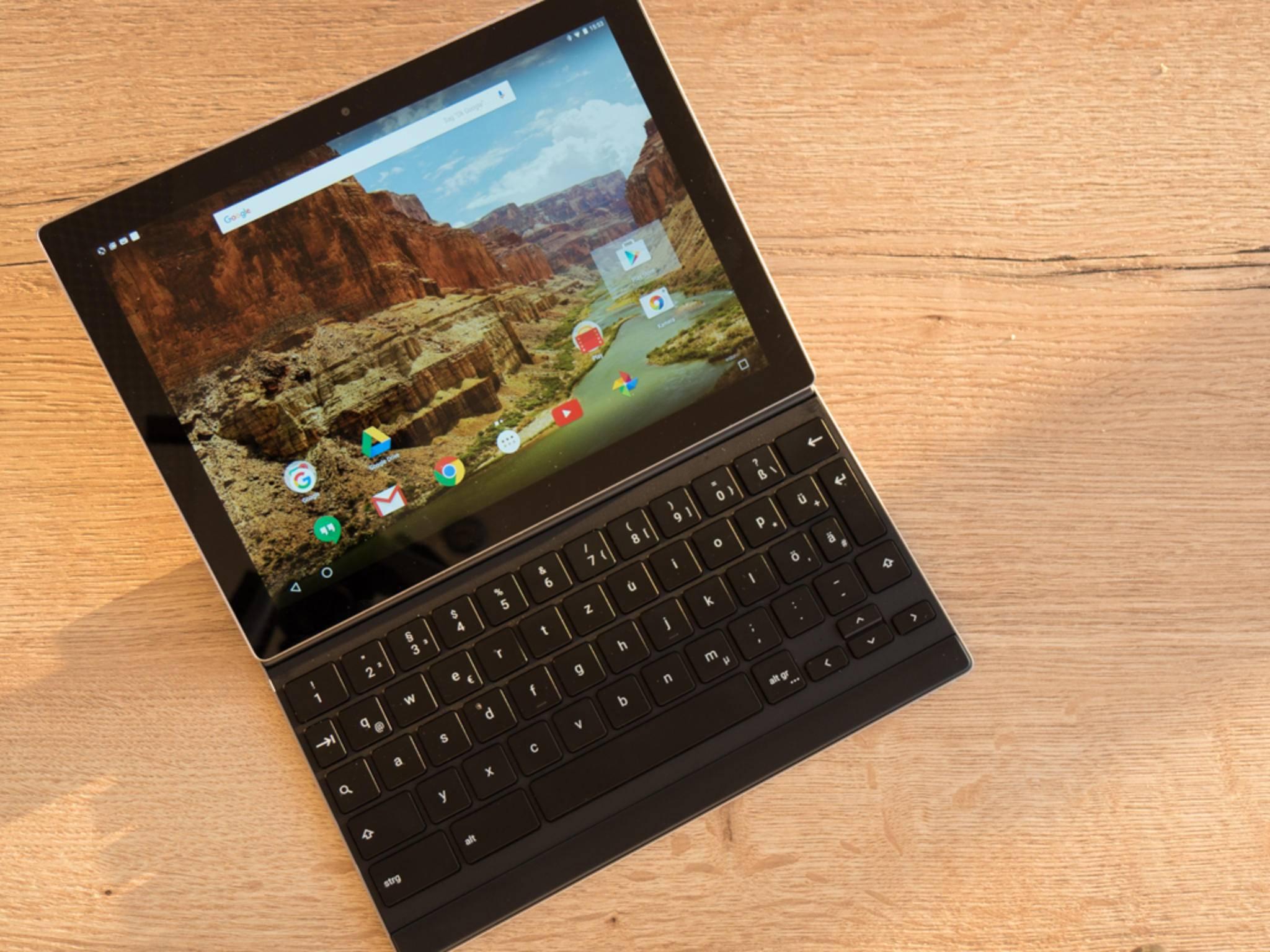 Besonders praktisch ist das Gerät mit angedockter Tastatur.