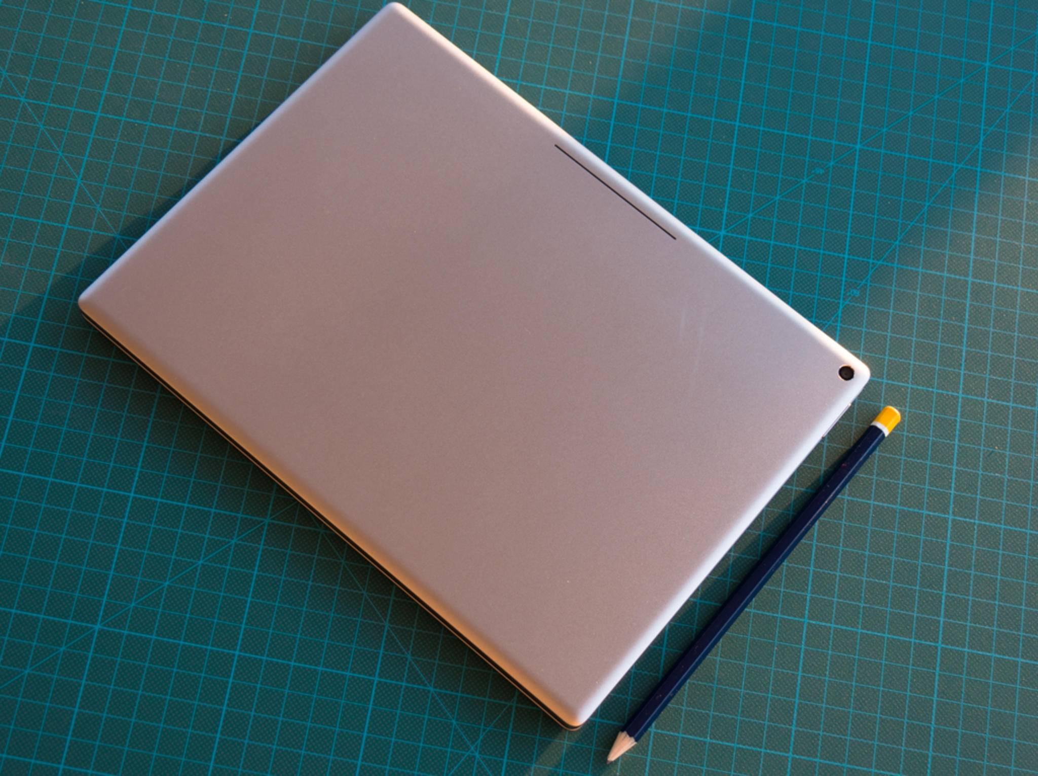Wenndie Tastatur wie eine Schutzhülle amPixel C sitzt, wird der Akku geladen.