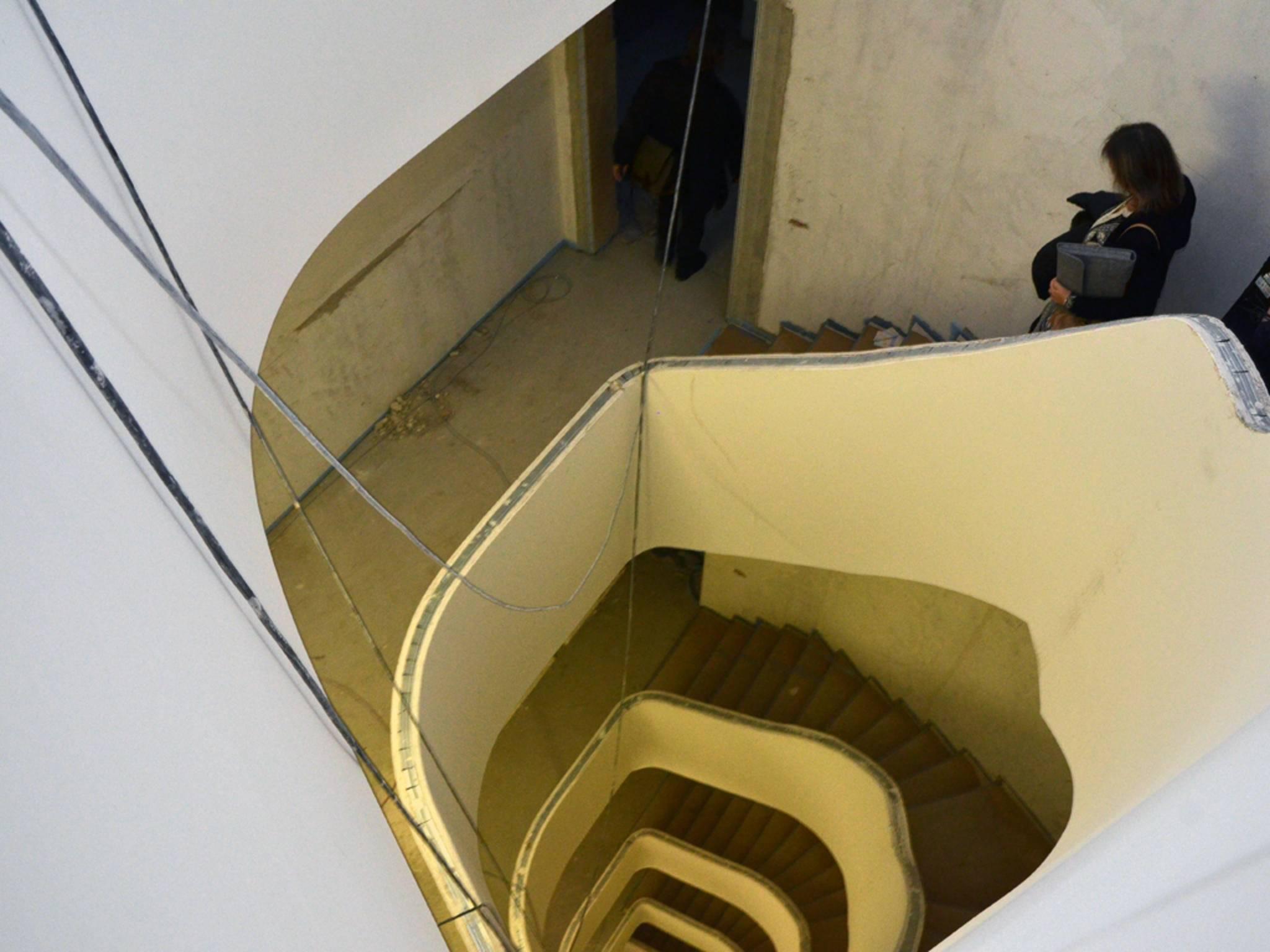 ... über das geräumige Treppenhaus erreichen kann.