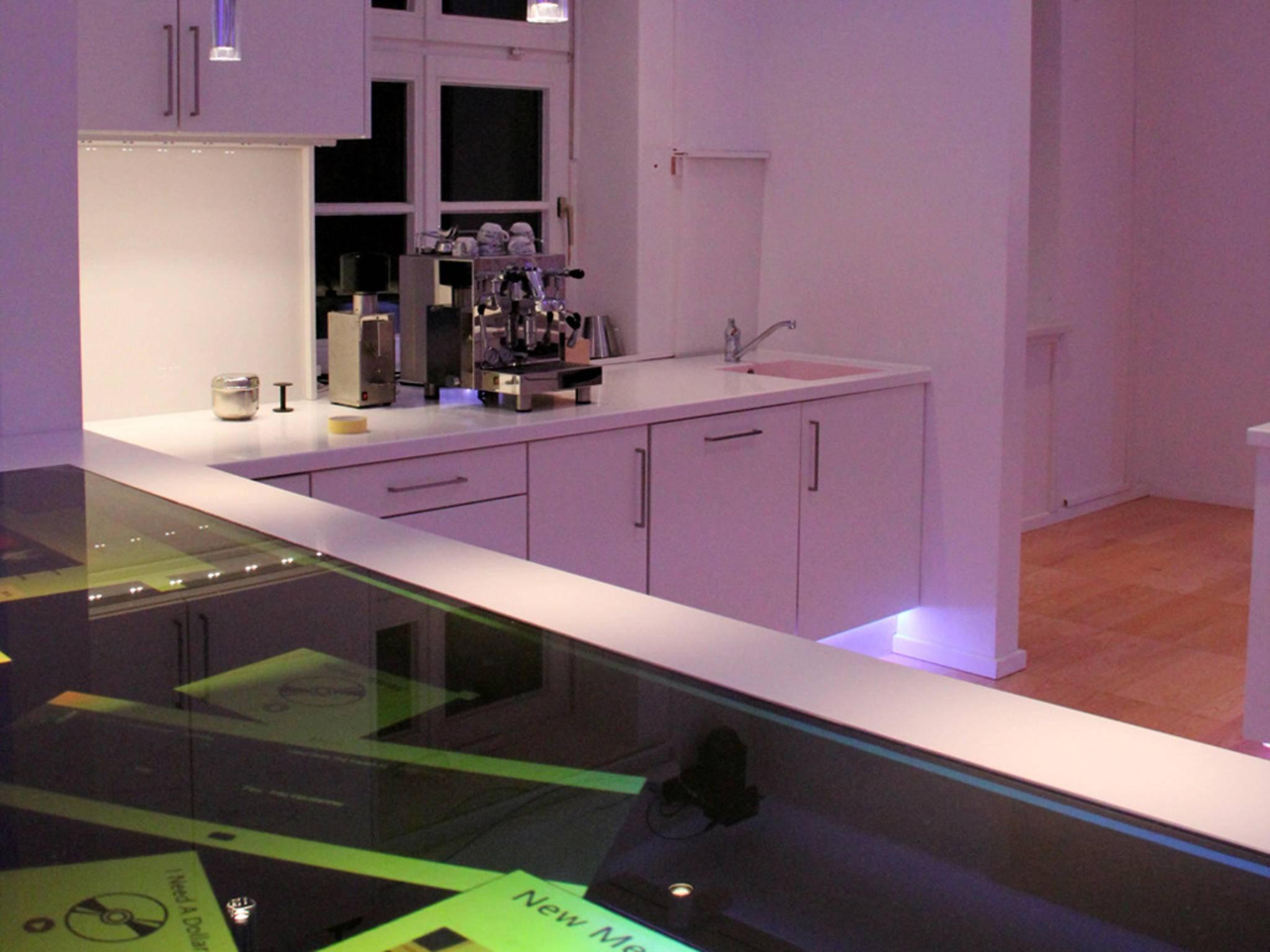 ... Lösungen fürs intelligente Wohnen etwa auch in der Küche oder ...
