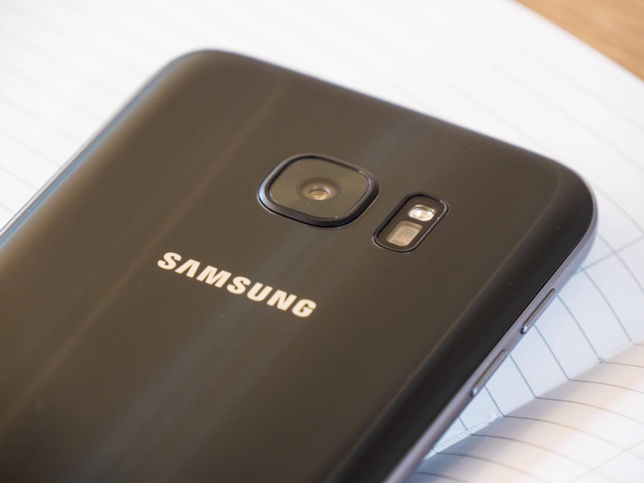 Da das Galaxy S7 dicker ist als das S6, steht die Kamera weniger hervor.