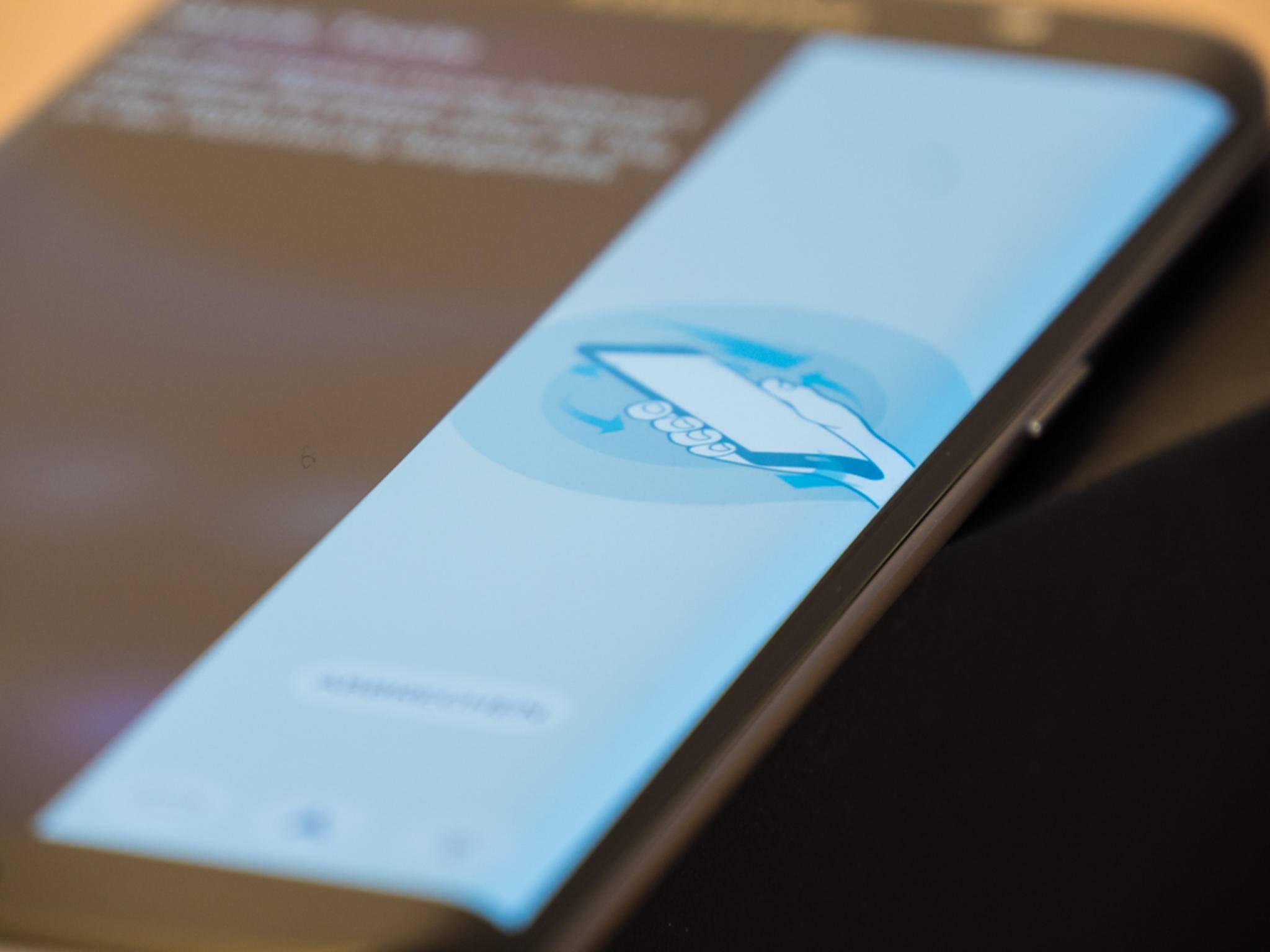 Der Seitenbildschirm bietet App-Shortcuts, Tools und einiges mehr.