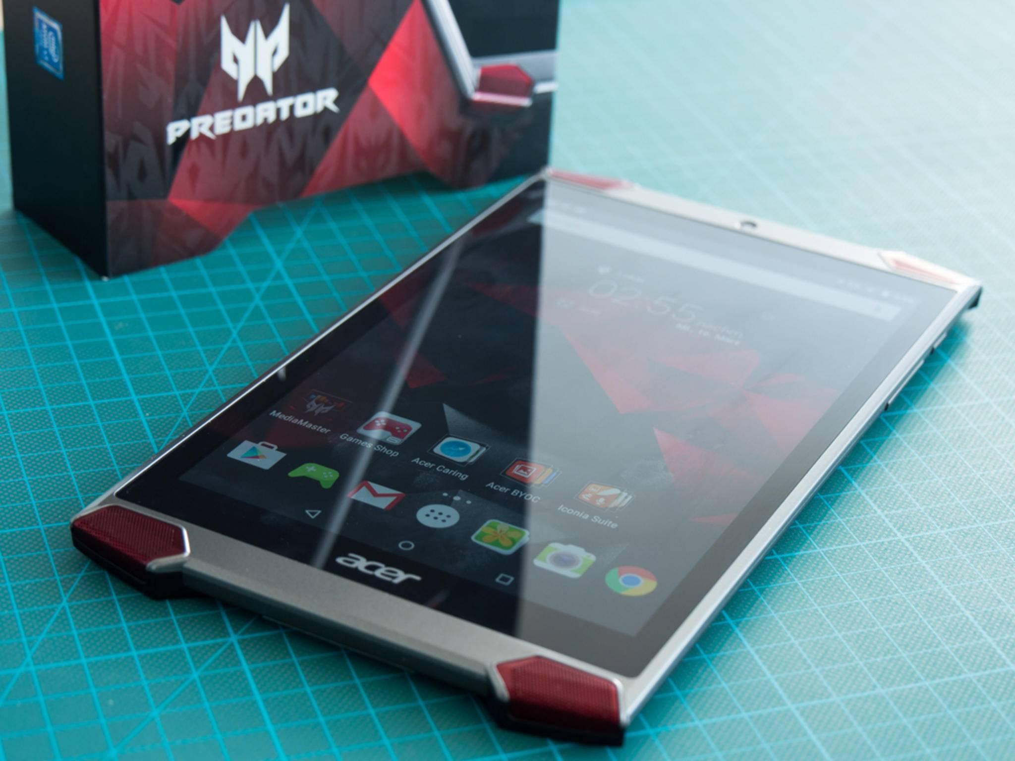 Das Acer Predator 8 besitzt ein eher aggressives Design.