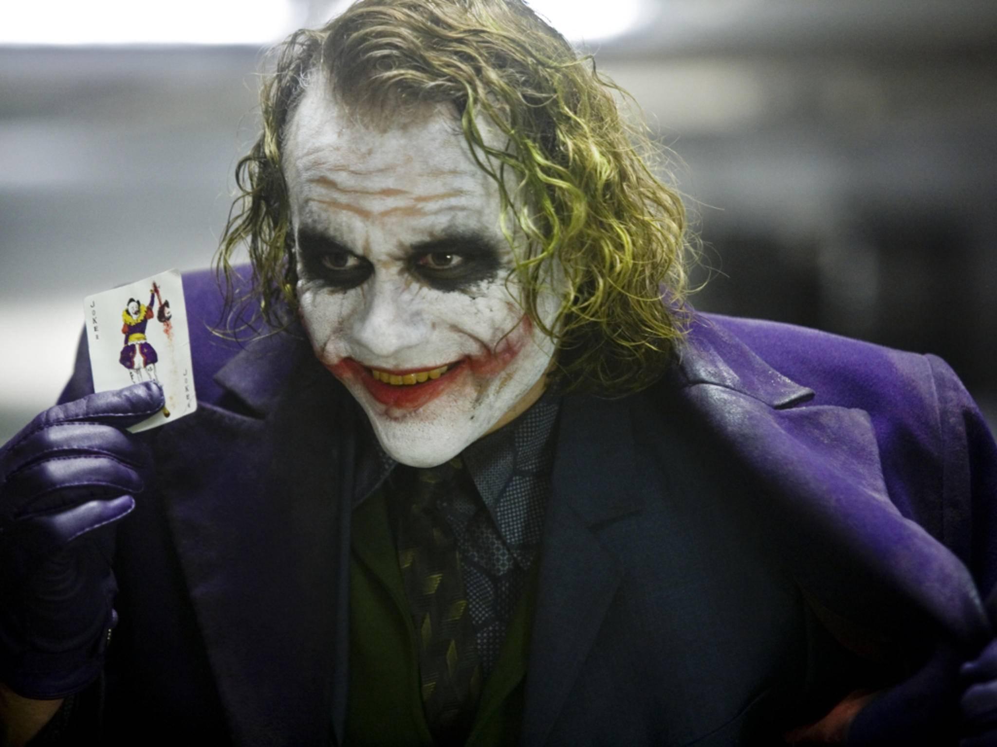 """Warum denn so ernst? Für viele ist Heath Ledgers Auftritt in """"The Dark Knight"""" die ultimative Interpretation des Jokers."""