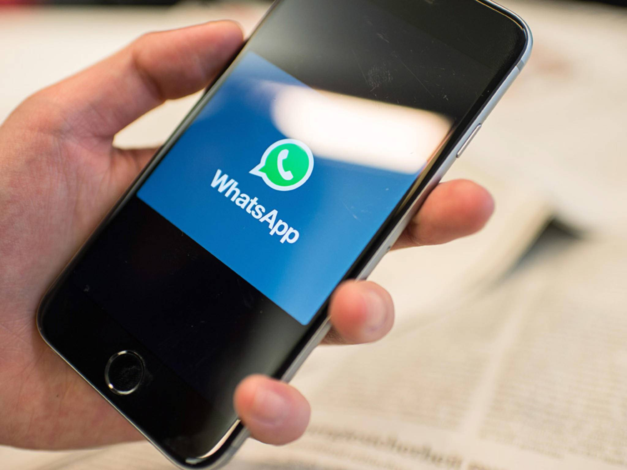 WhatsApp behebt mit seinem neuesten Update einen Speicher-Bug auf iPhones.