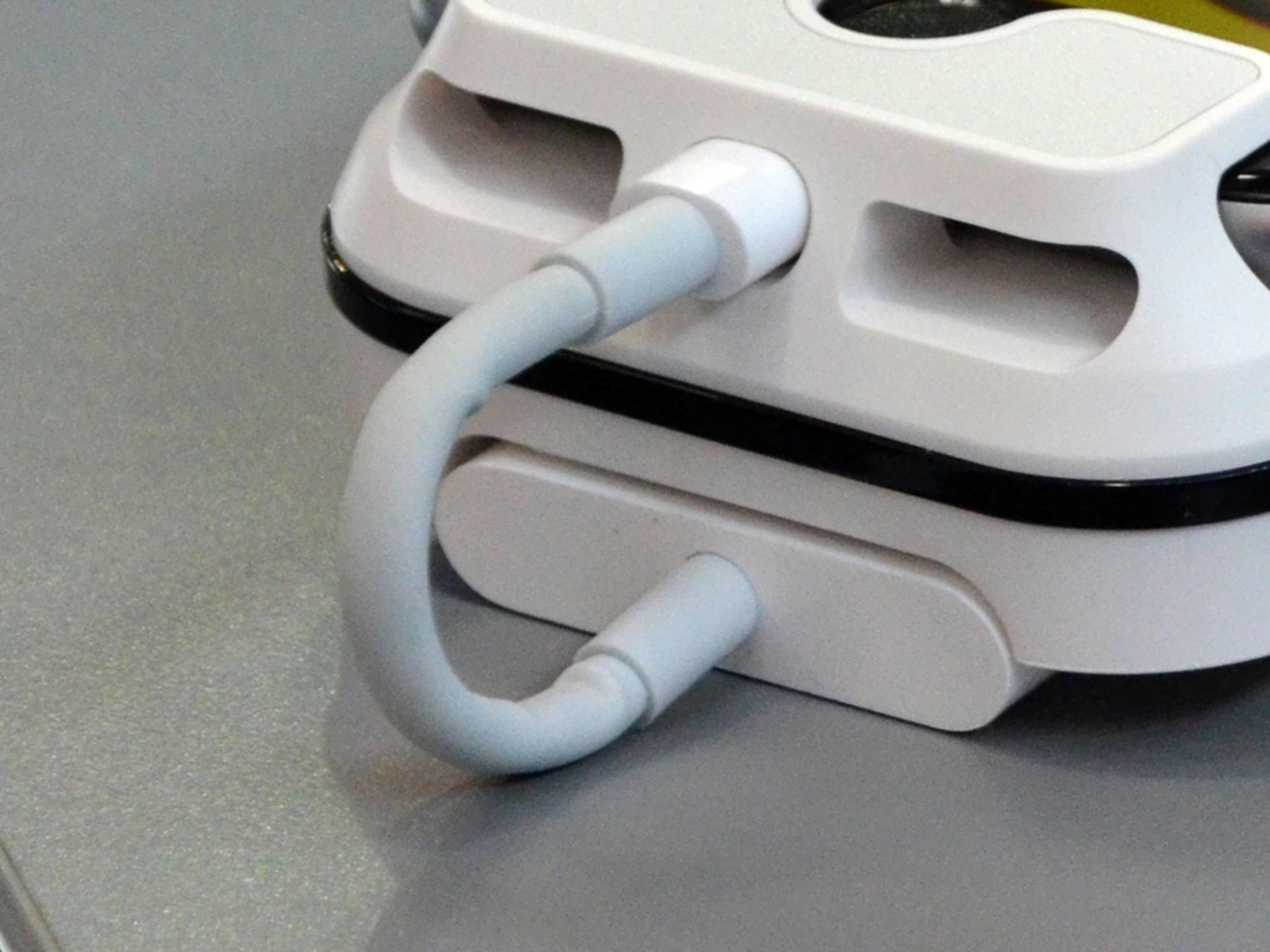 Der Adapter von Apple kostet etwa 50 Euro zusätzlich ...