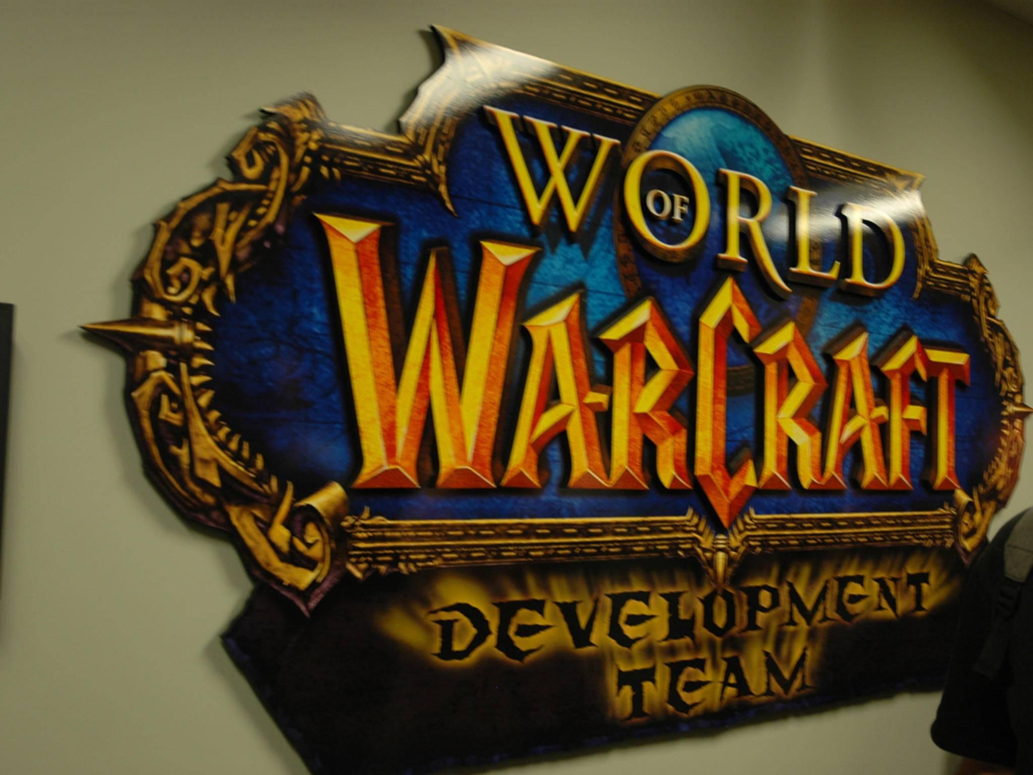 ... und überall hängen die Logos der Spiele ...