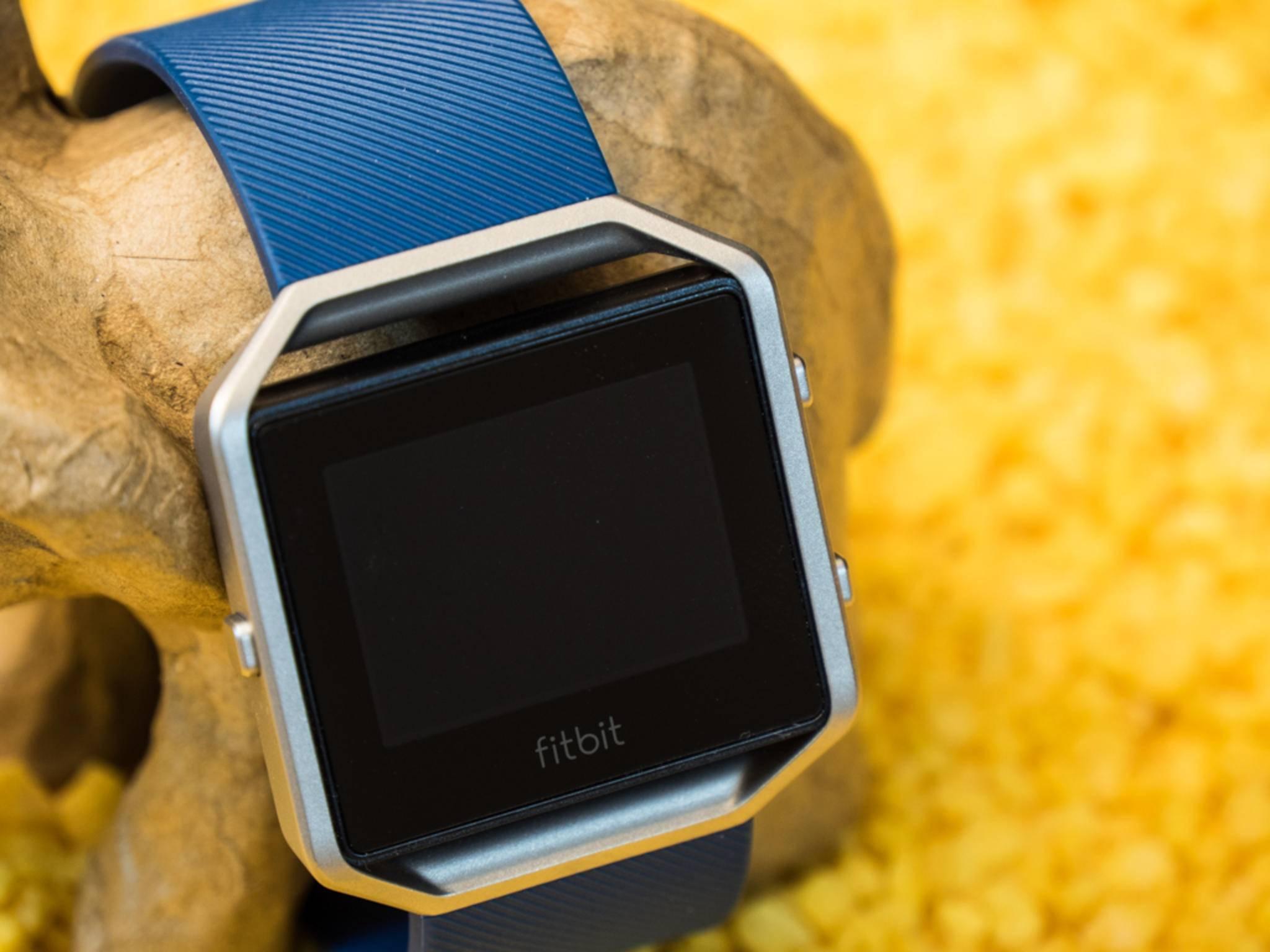 Eine Smartwatch von Fitbit könnte ähnlich aussehen wie der Fitness-Tracker Fitbit Blaze.