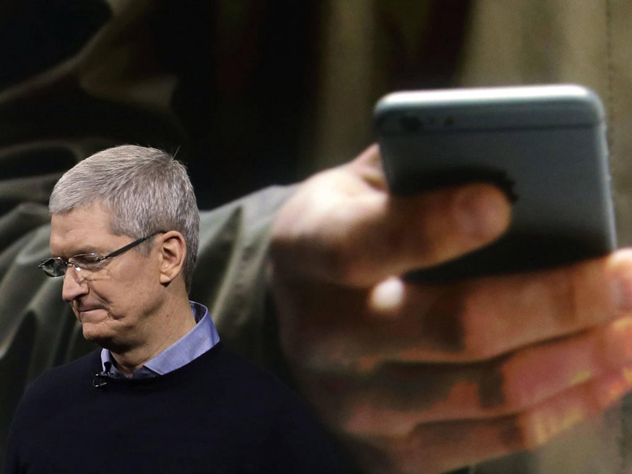 CEO Cook kann mit der sinkenden Nachfrage nach iPhones nicht zufrieden sein.