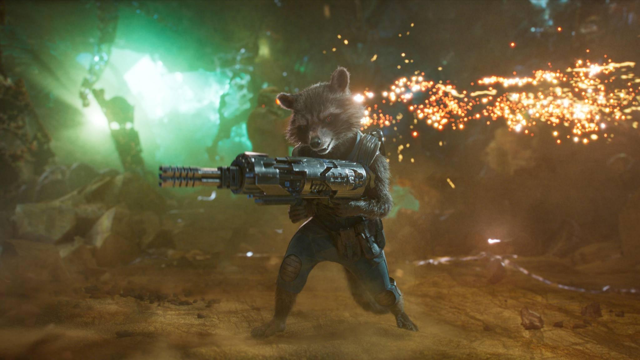 Klein aber alles andere als ein Kuscheltier: Waschbär Rocket setzt seinen Gegnern gnadenlos zu.