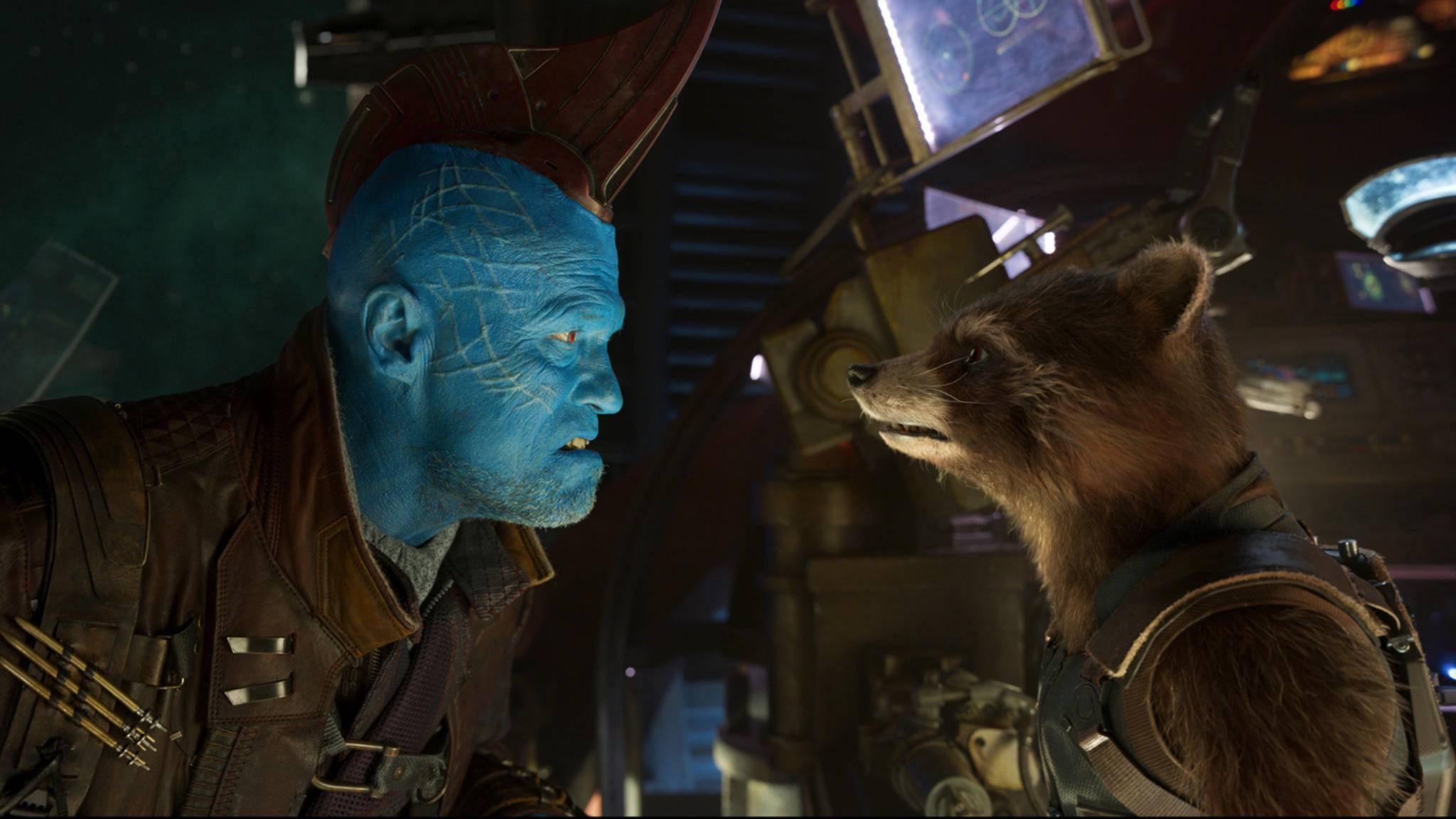 """Yondus (links im Bild) Finne in den """"Guardians of the Galaxy""""-Filmen erinnerte bereits leicht an eine Haiflosse. Jetzt könnte Darsteller Michael Rooker wirklich zum Raubfisch werden."""