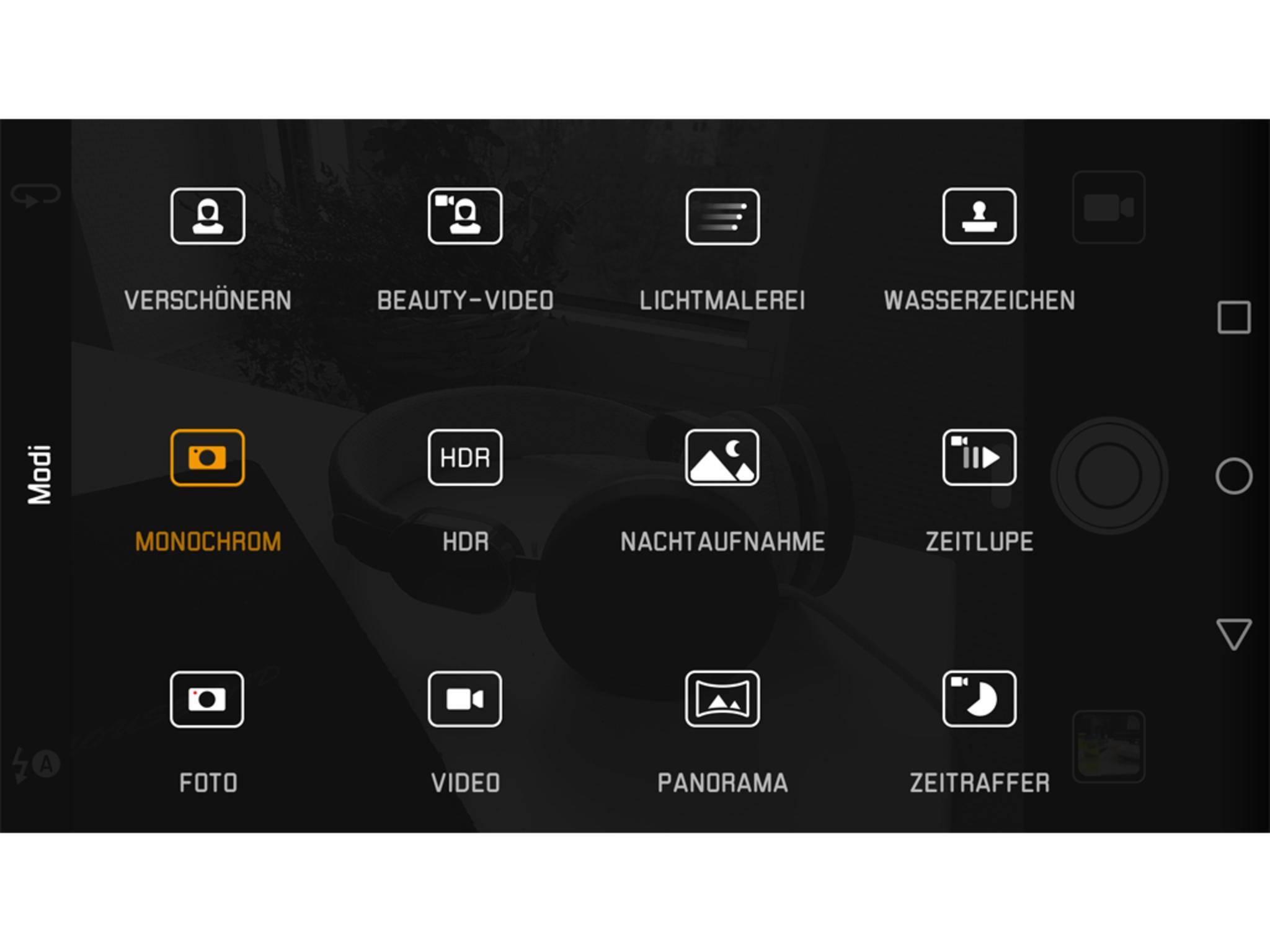 """Dazu einfach in der Kamera-App von links nach rechts wischen und """"Monochrom"""" auswählen."""