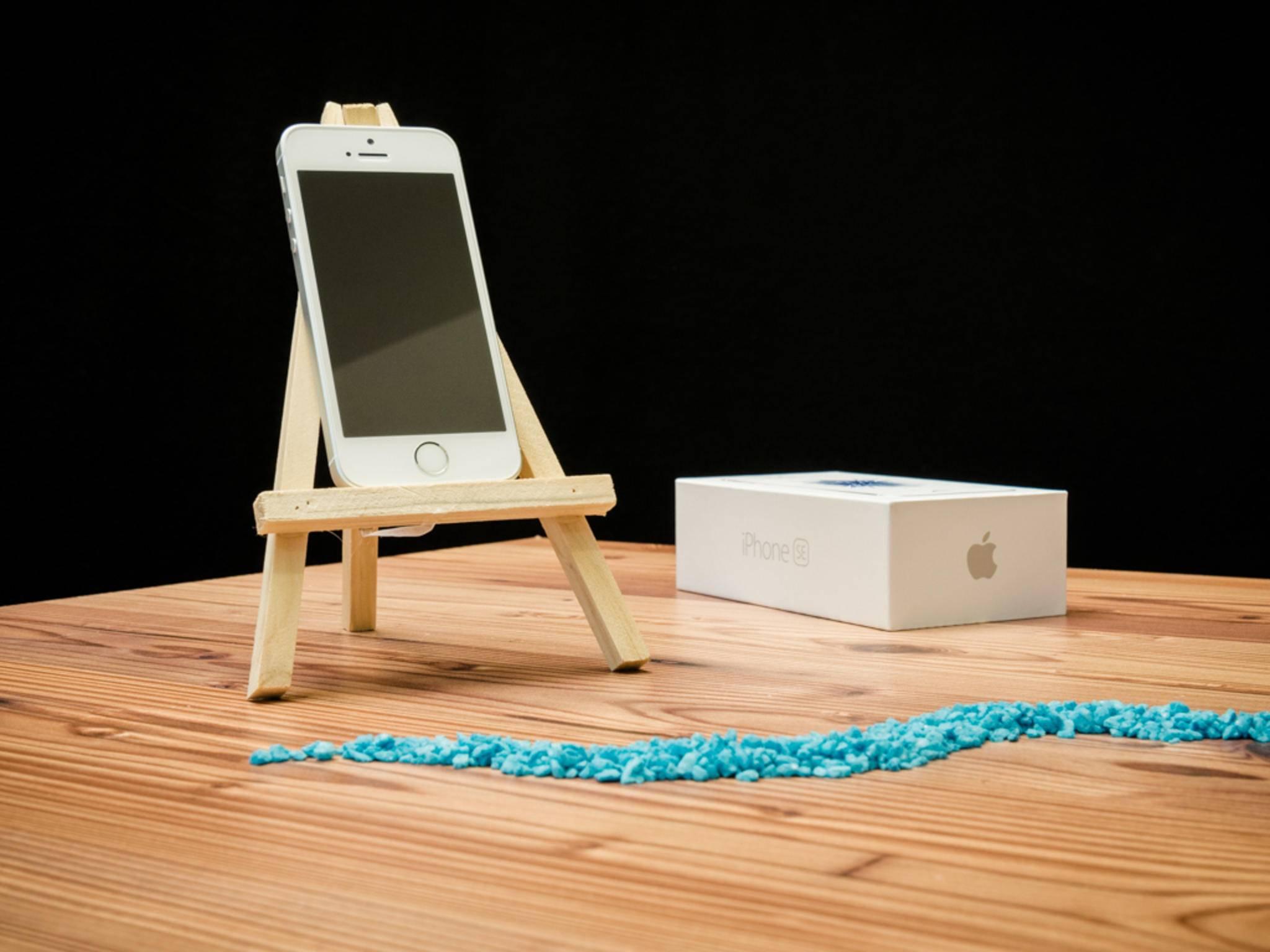 Die Verkäufe des iPhone SE sind für Apple erfreulich ausgefallen.
