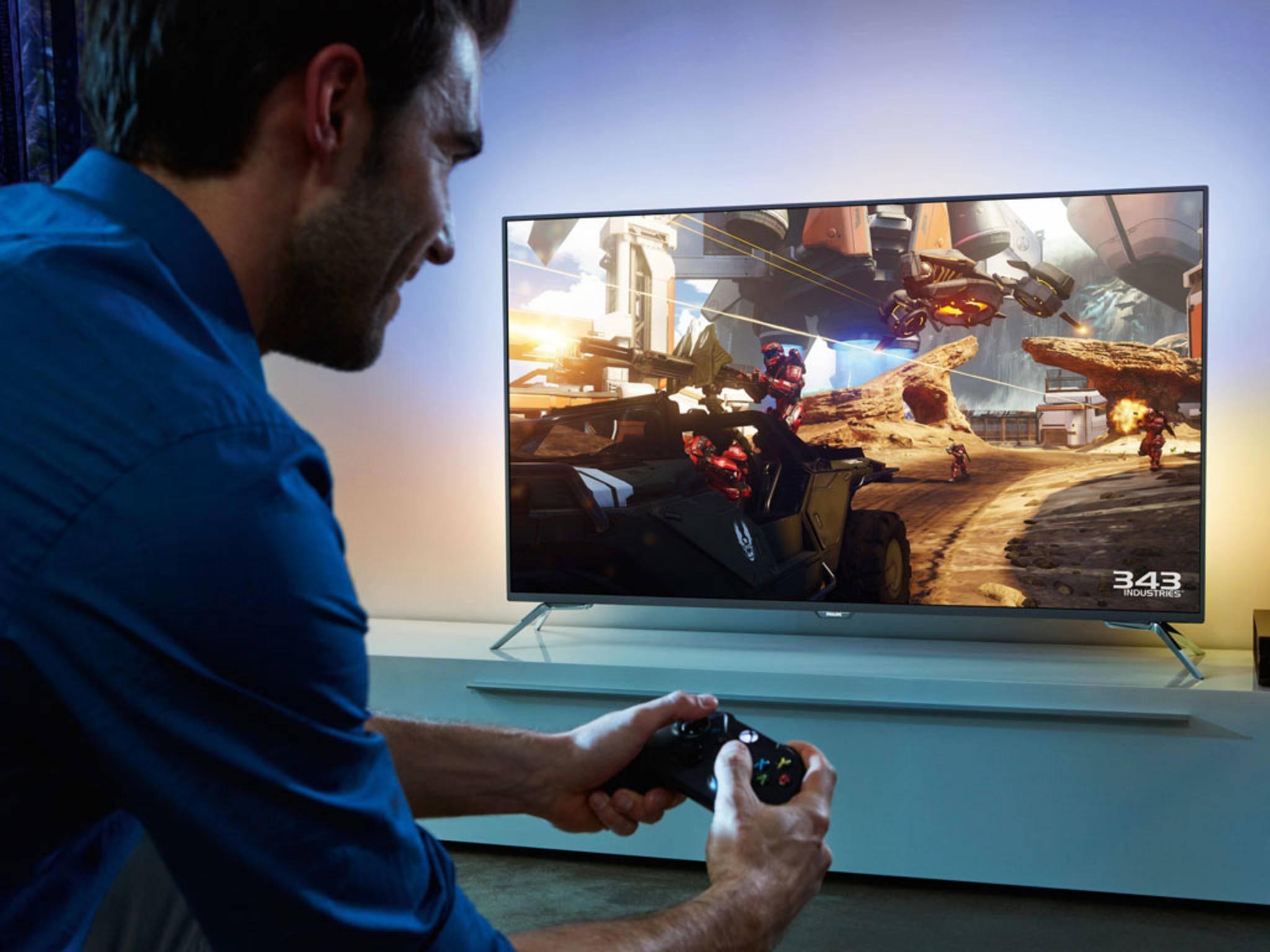 Wie schließt man den Fernseher richtig an, damit man in Ruhe Filme schauen oder spielen kann?